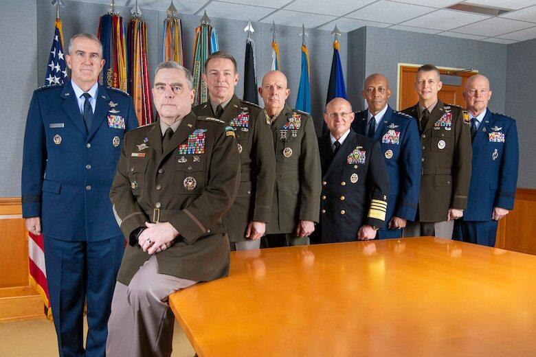 IMAGEM: Militares nos EUA planejaram maneiras de impedir golpe de Trump, diz livro