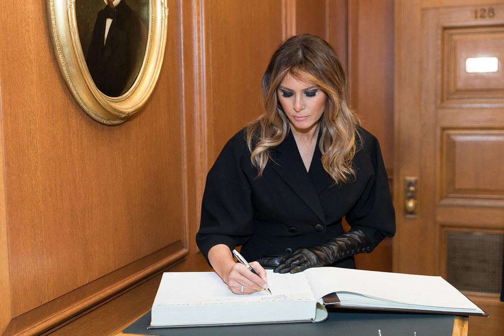 IMAGEM: Primeira-dama Melania Trump condena violência no Capitólio