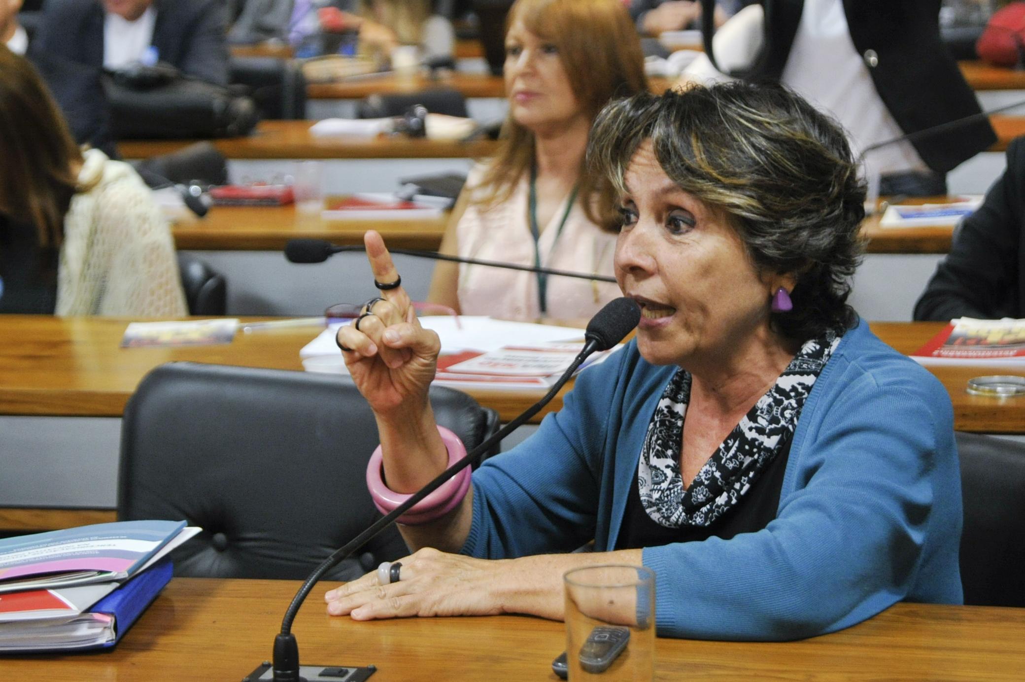 IMAGEM: Petista quer pena de até 4 anos para quem furar fila de vacinação