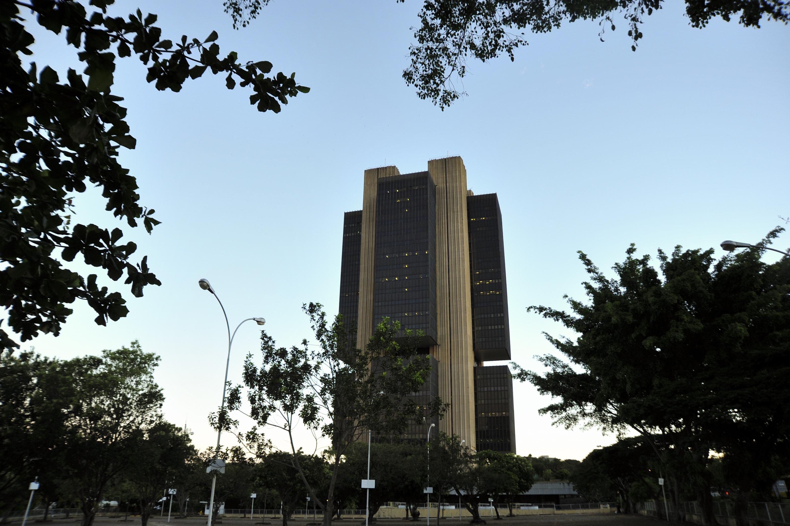 IMAGEM: Dívida pública cai para 89,1% em março