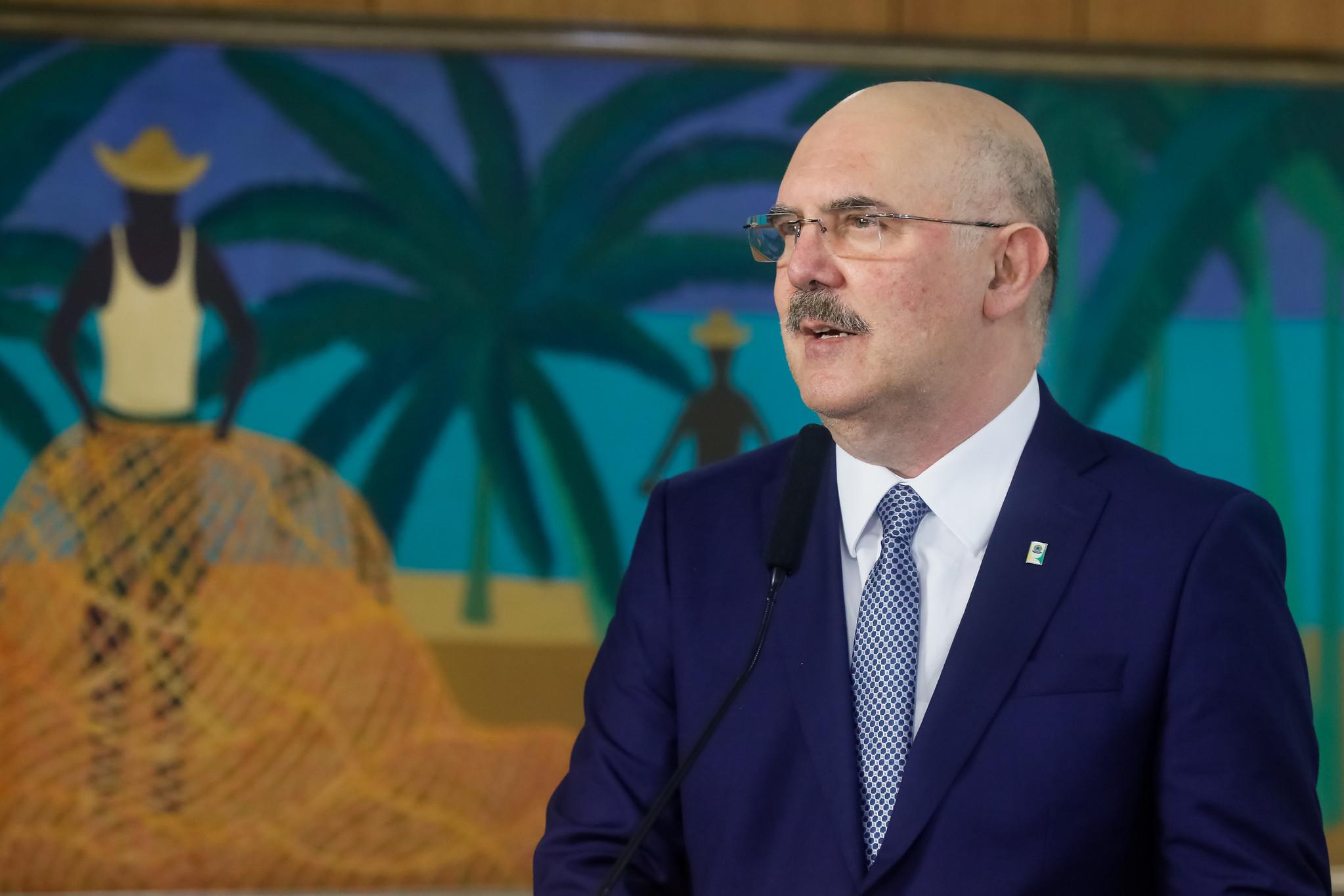 """IMAGEM: Ministro defende aulas presenciais: """"Não podemos achar que só se pega o vírus na escola"""""""