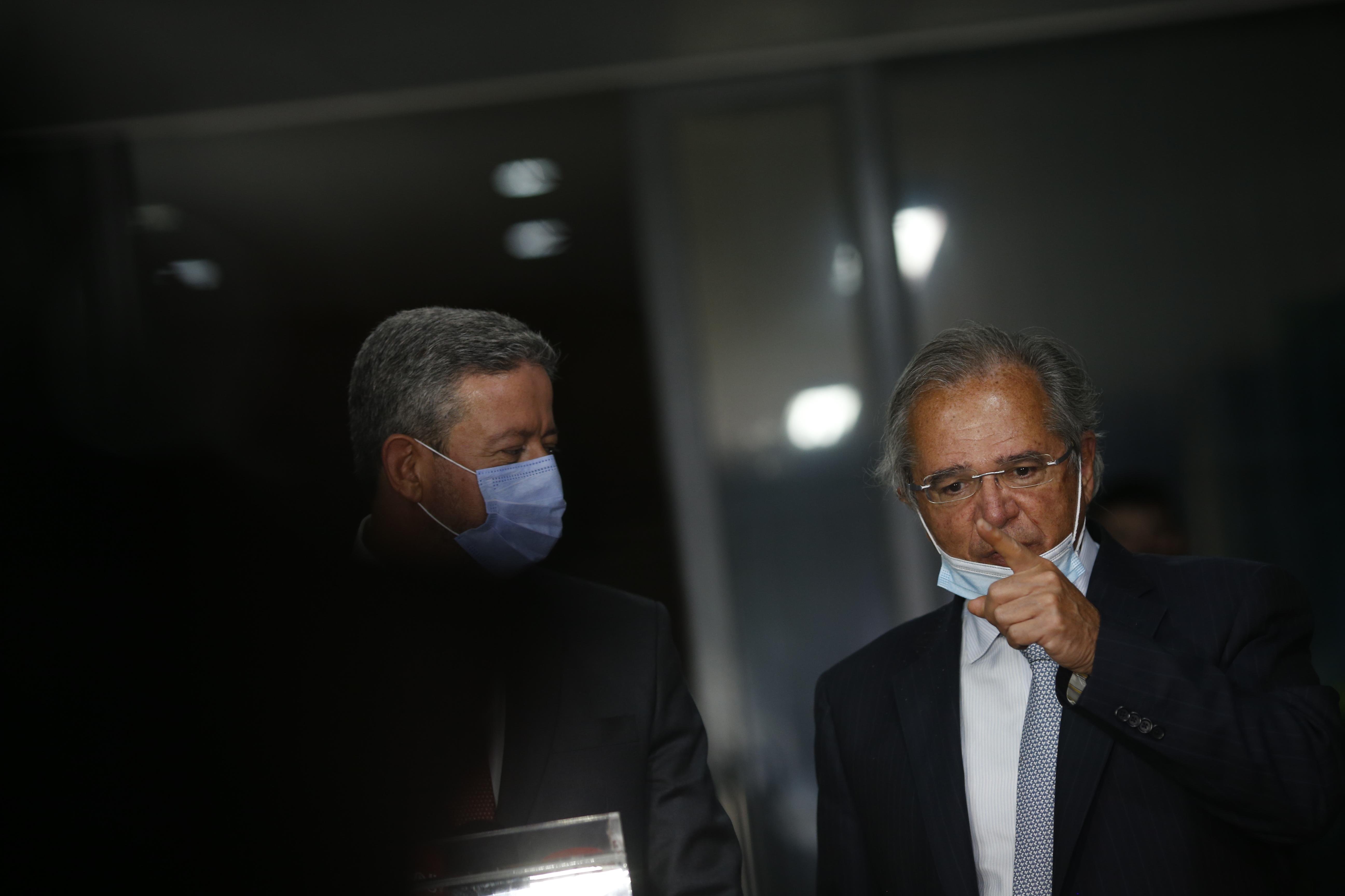 IMAGEM: Economia diz que coronavoucher sem ajuste fiscal vai gerar inflação e desemprego