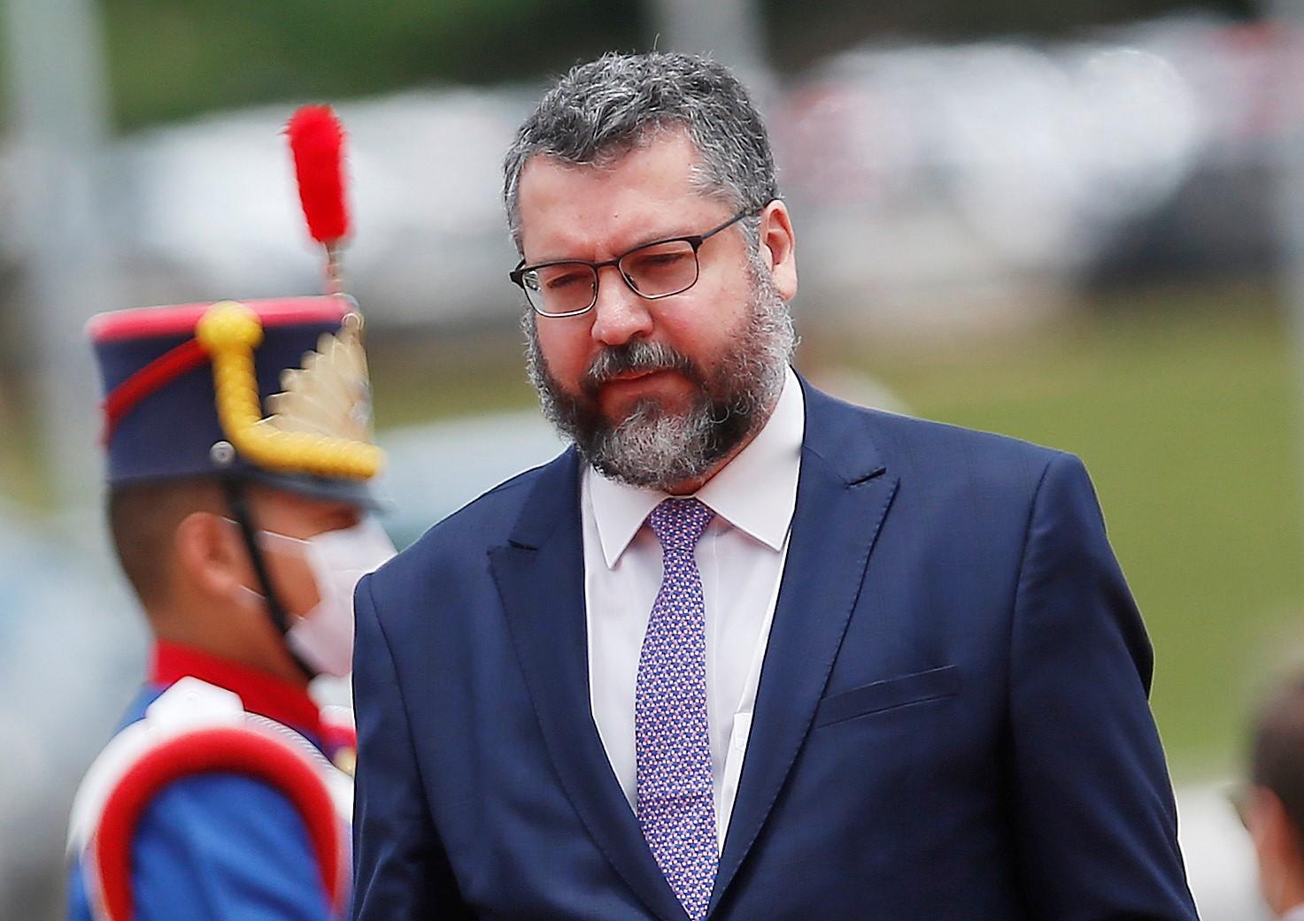IMAGEM: Senadores pedem a Ernesto Araújo que deixe o Itamaraty