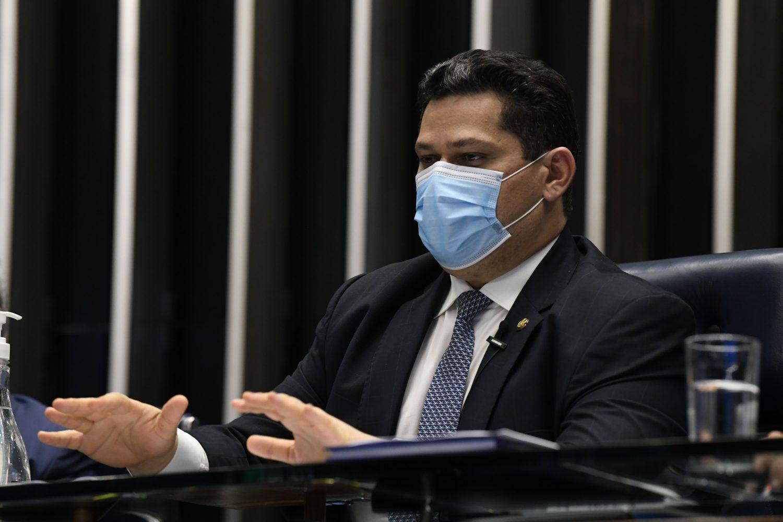 IMAGEM: Alcolumbre nomeia ex-prefeito de Macapá para seu gabinete no Senado