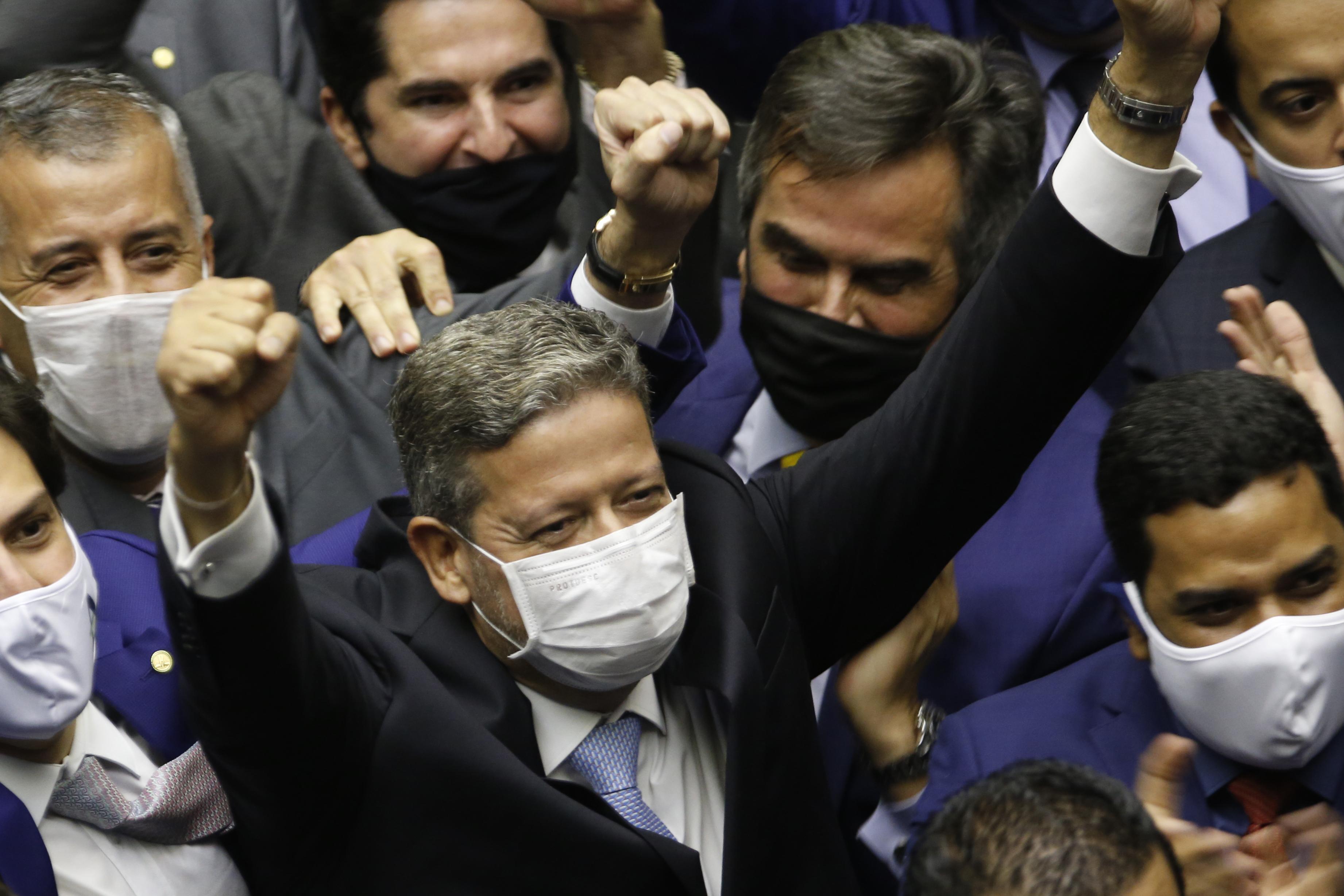 IMAGEM: Lulistas e bolsonaristas articulam CPI da Lava Jato