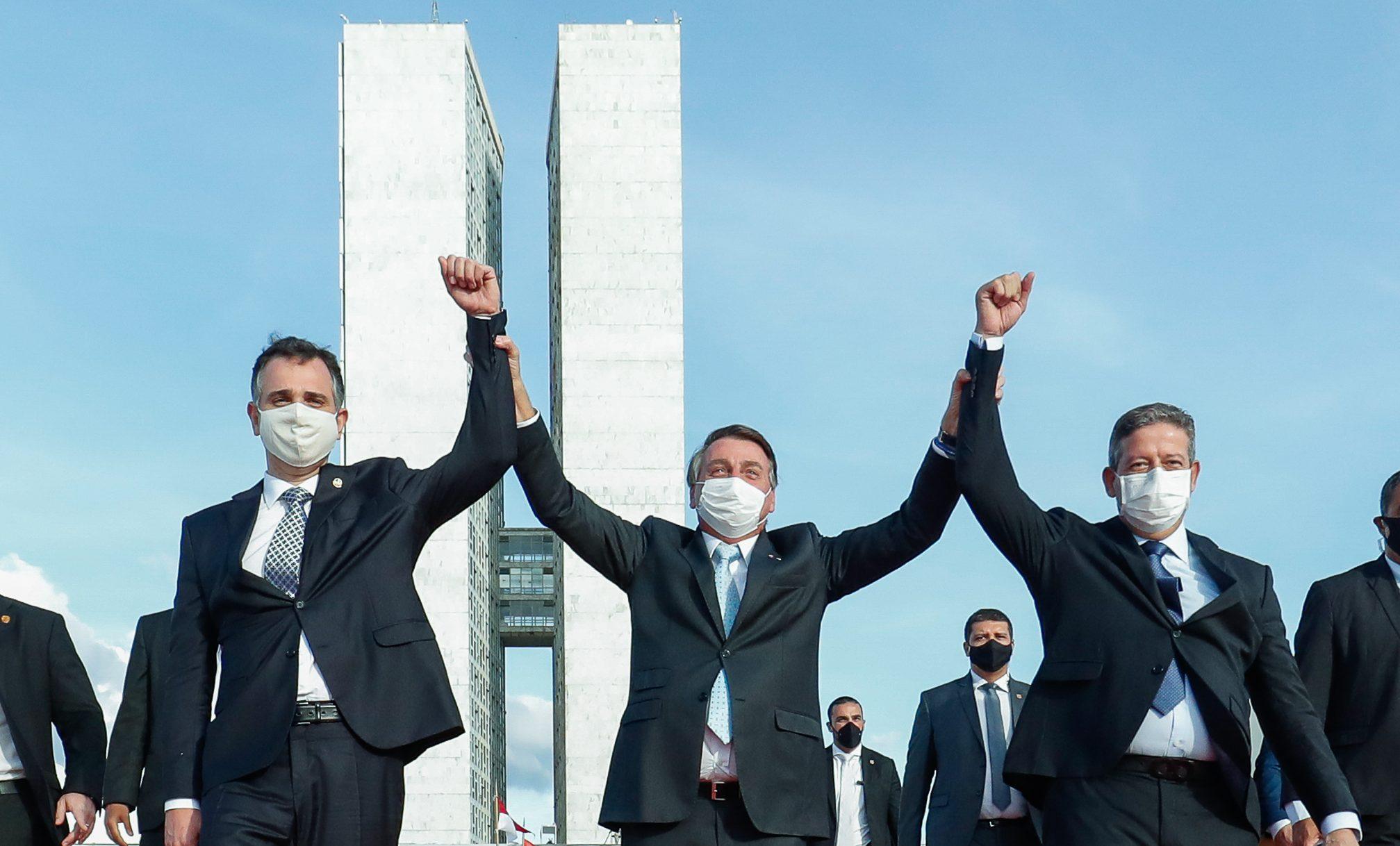 IMAGEM: Bolsolão faz presidente perder discurso que o elegeu