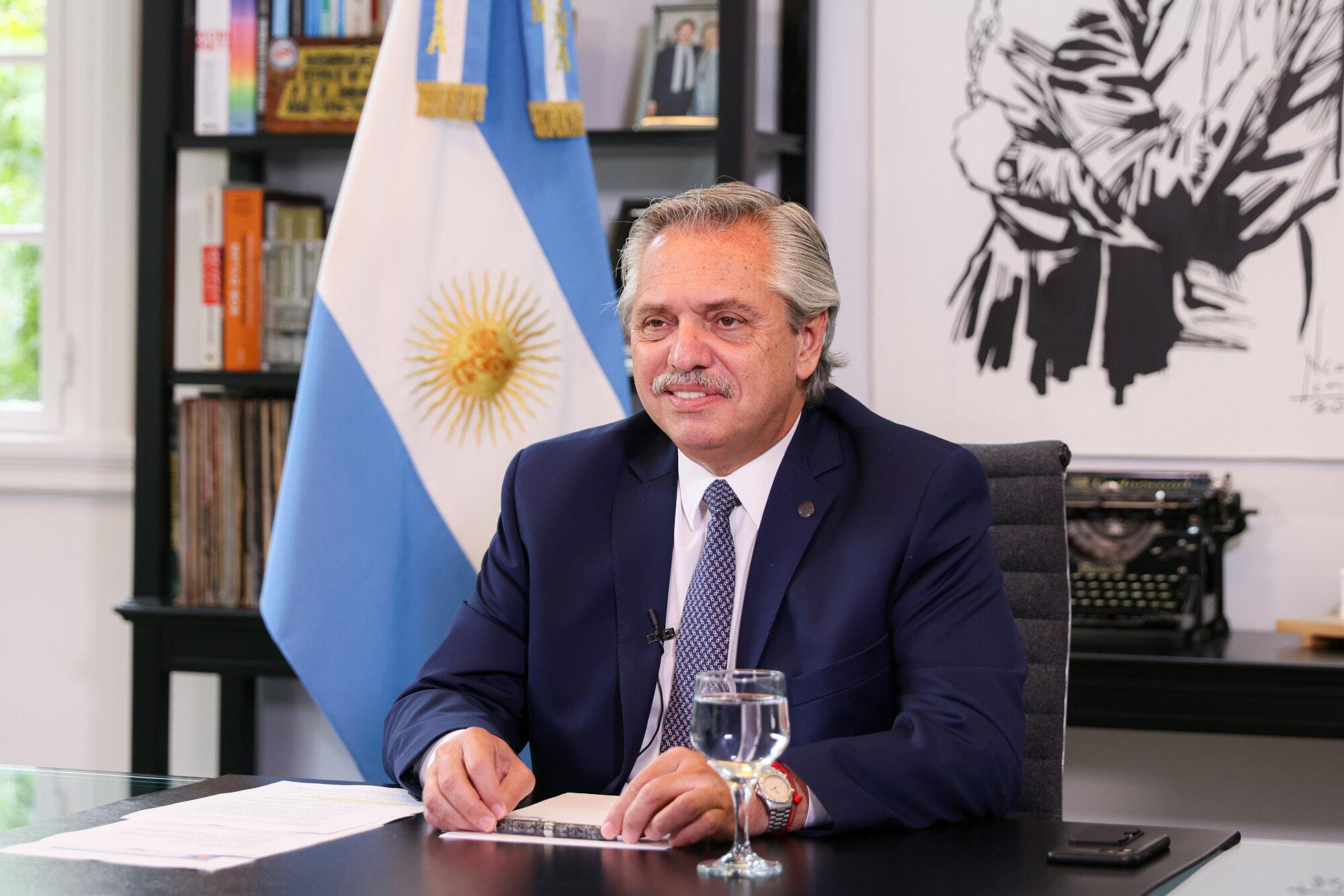 IMAGEM: Foto do presidente da Argentina em festa durante a quarentena viraliza