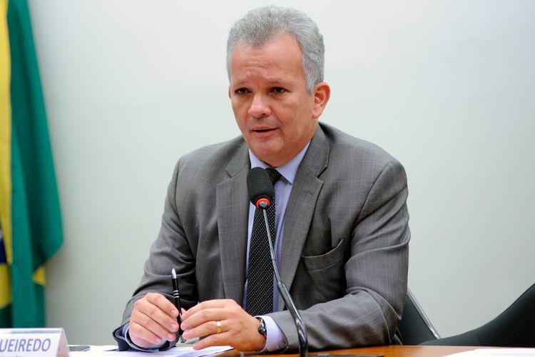 """IMAGEM: Líder da oposição diz que nova tentativa de CPI da Lava Jato """"é iniciativa do PT"""""""