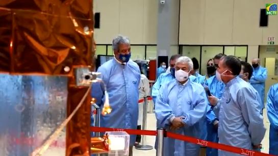 IMAGEM: Brasil lança ao espaço primeiro satélite 100% nacional