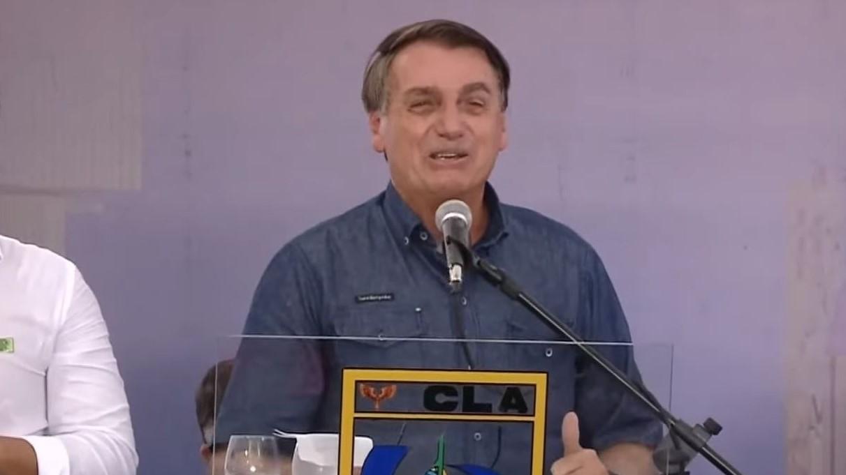 IMAGEM: Uma semana após 'efeito placebo', Bolsonaro volta a defender a cloroquina