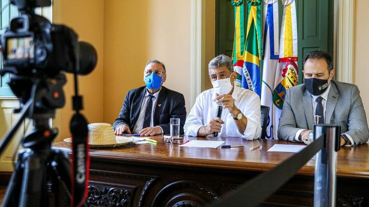 """IMAGEM: """"Contribui com sua vida, para que a gente salve a economia de Porto Alegre"""""""