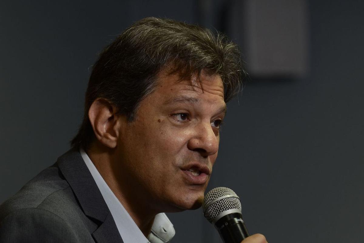 IMAGEM: Haddad, o poste de Lula, assume que foi poste em 2018