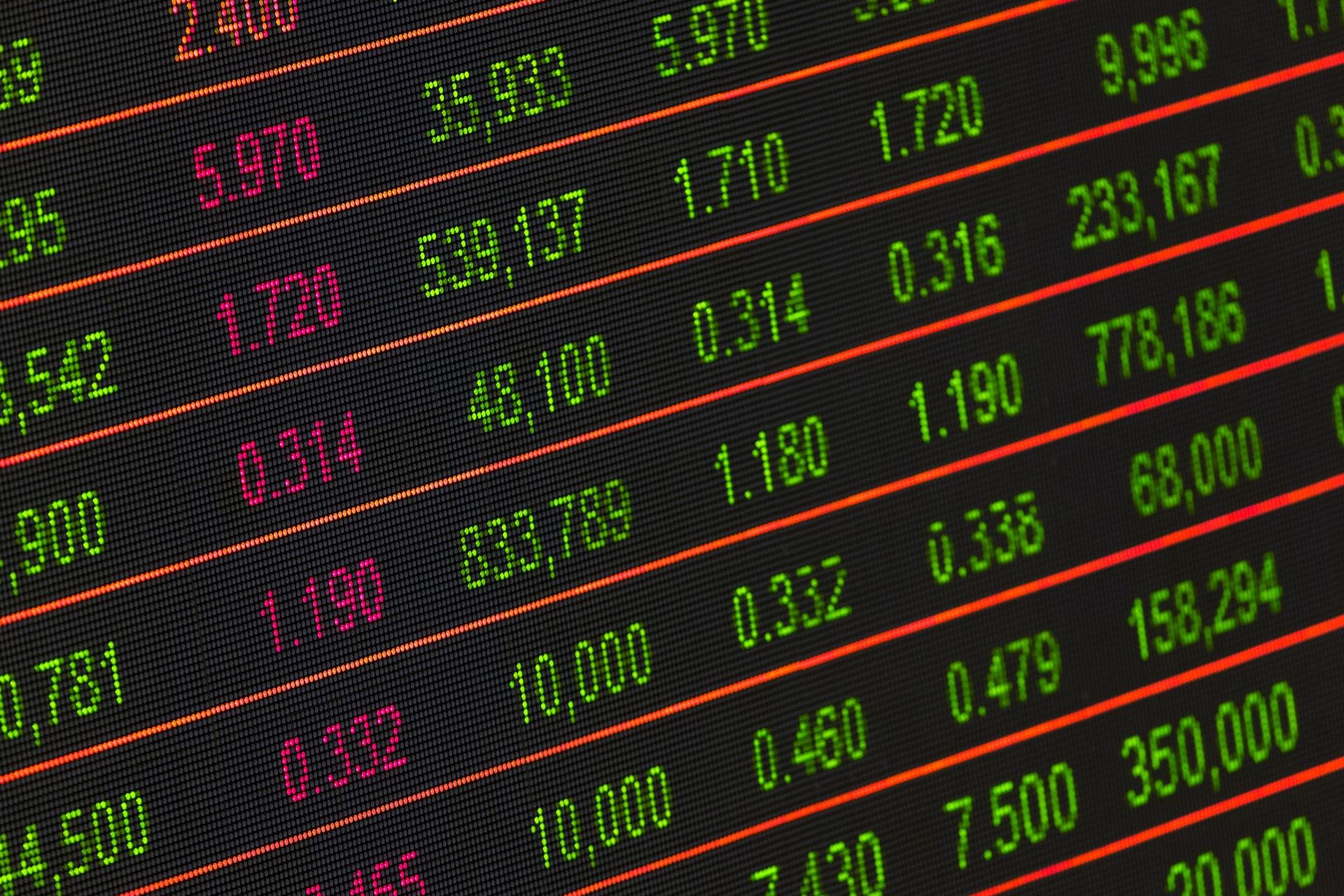 IMAGEM: Bolsa cai e dólar fecha acima de R$ 5 com turbulência na CPI