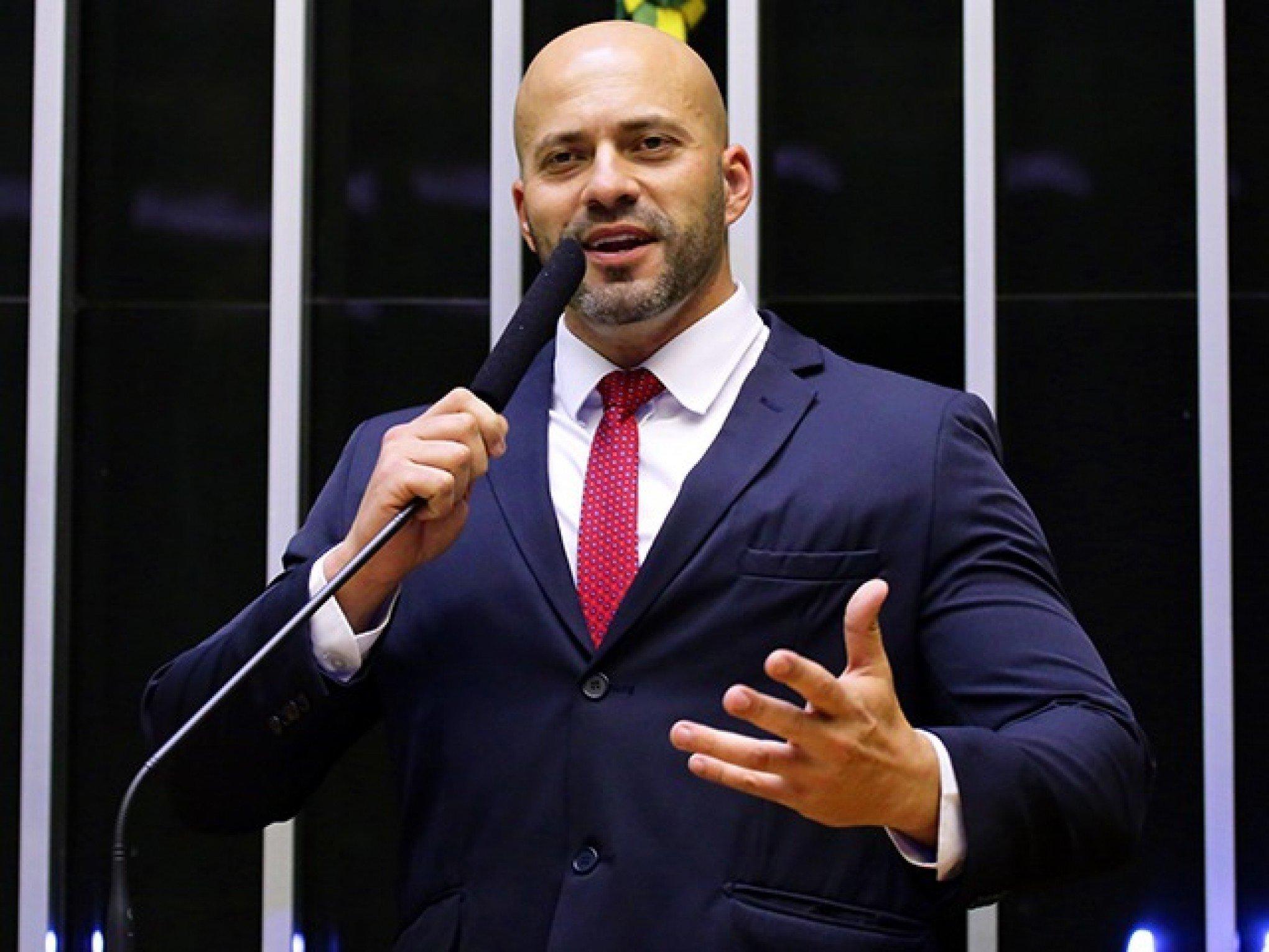 IMAGEM: Moraes marca para amanhã audiência de custódia de Silveira