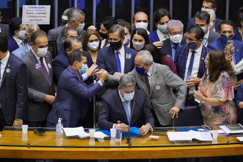 IMAGEM: Centrão quer blindagem total em busca e apreensão contra parlamentares