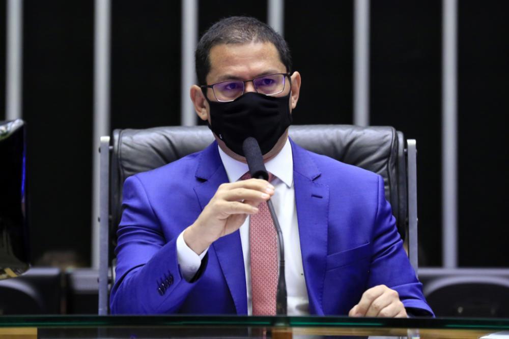 IMAGEM: 'Preferia que fosse para visitar usinas de oxigênio', diz vice da Câmara, sobre Bolsonaro no Amazonas