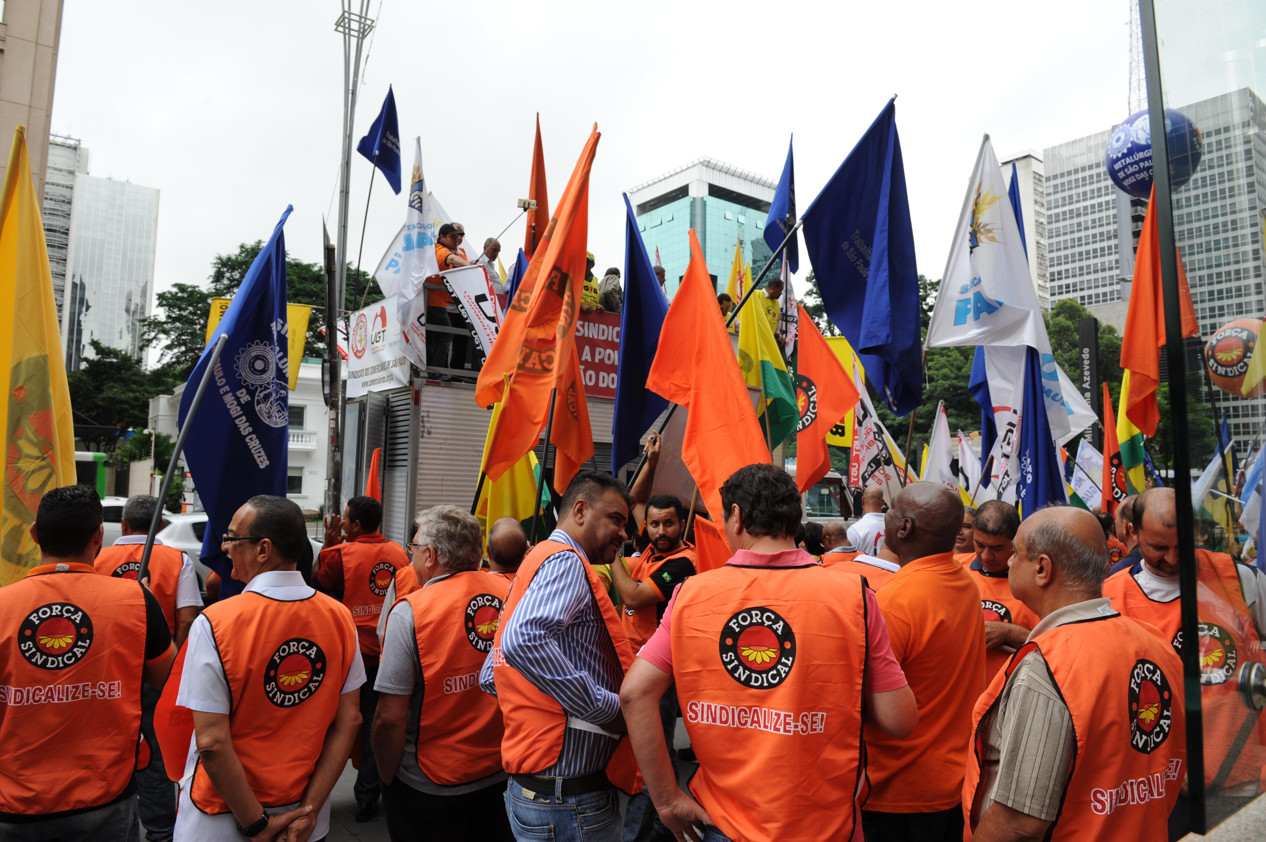 IMAGEM: Governo Bolsonaro tenta resistir às pressões crescentes pela volta do imposto sindical