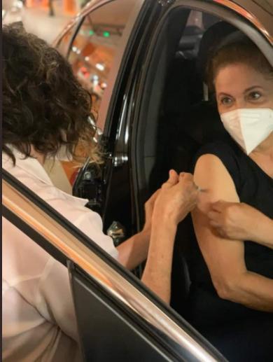 IMAGEM: Dilma Rousseff toma primeira dose da vacina contra a Covid-19
