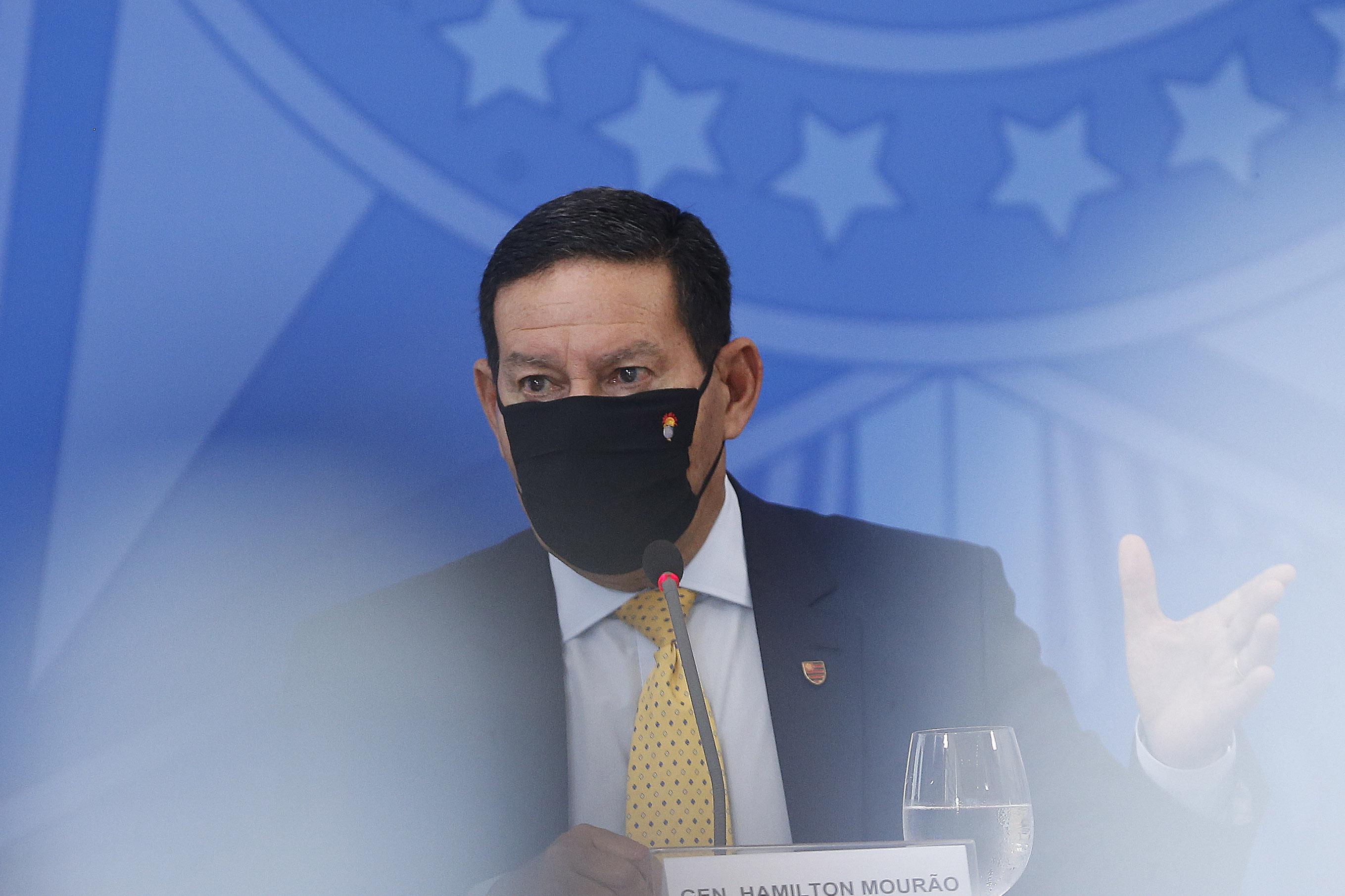 IMAGEM: 'Nós não somos uma república de bananas', diz Mourão após ameaça de Braga Netto
