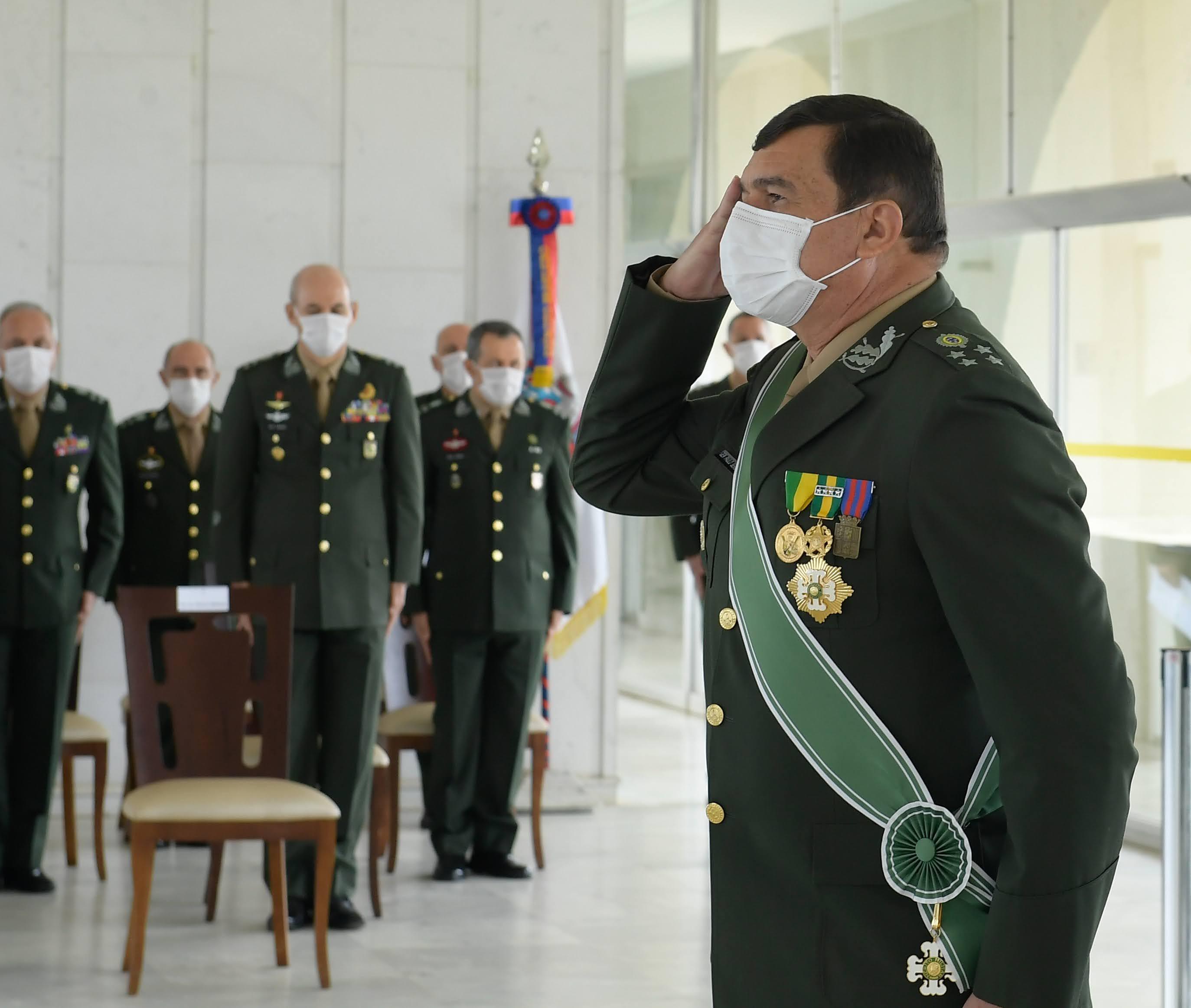 IMAGEM: Presidente da CPI ligou para o comandante do Exército