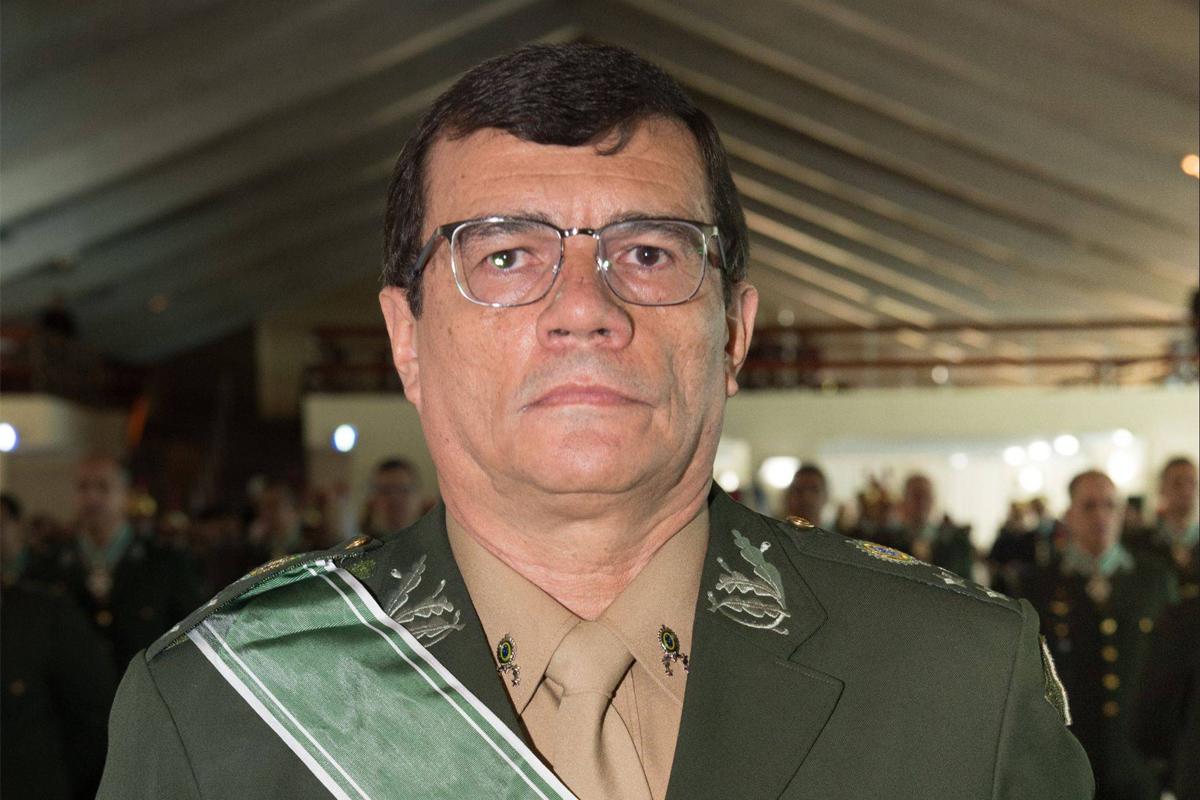 """IMAGEM: """"Não há interferência política no Exército"""", diz seu comandante"""