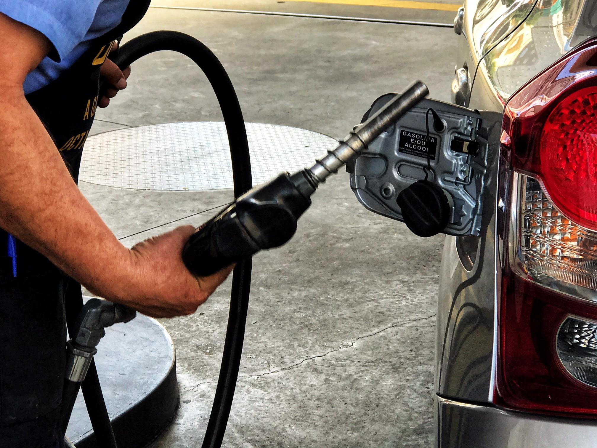 IMAGEM: Petrobras anuncia redução do preço da gasolina pela primeira vez no ano