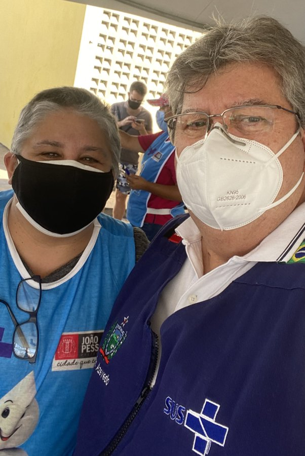 IMAGEM: Governador da Paraíba é o primeiro a ser vacinado