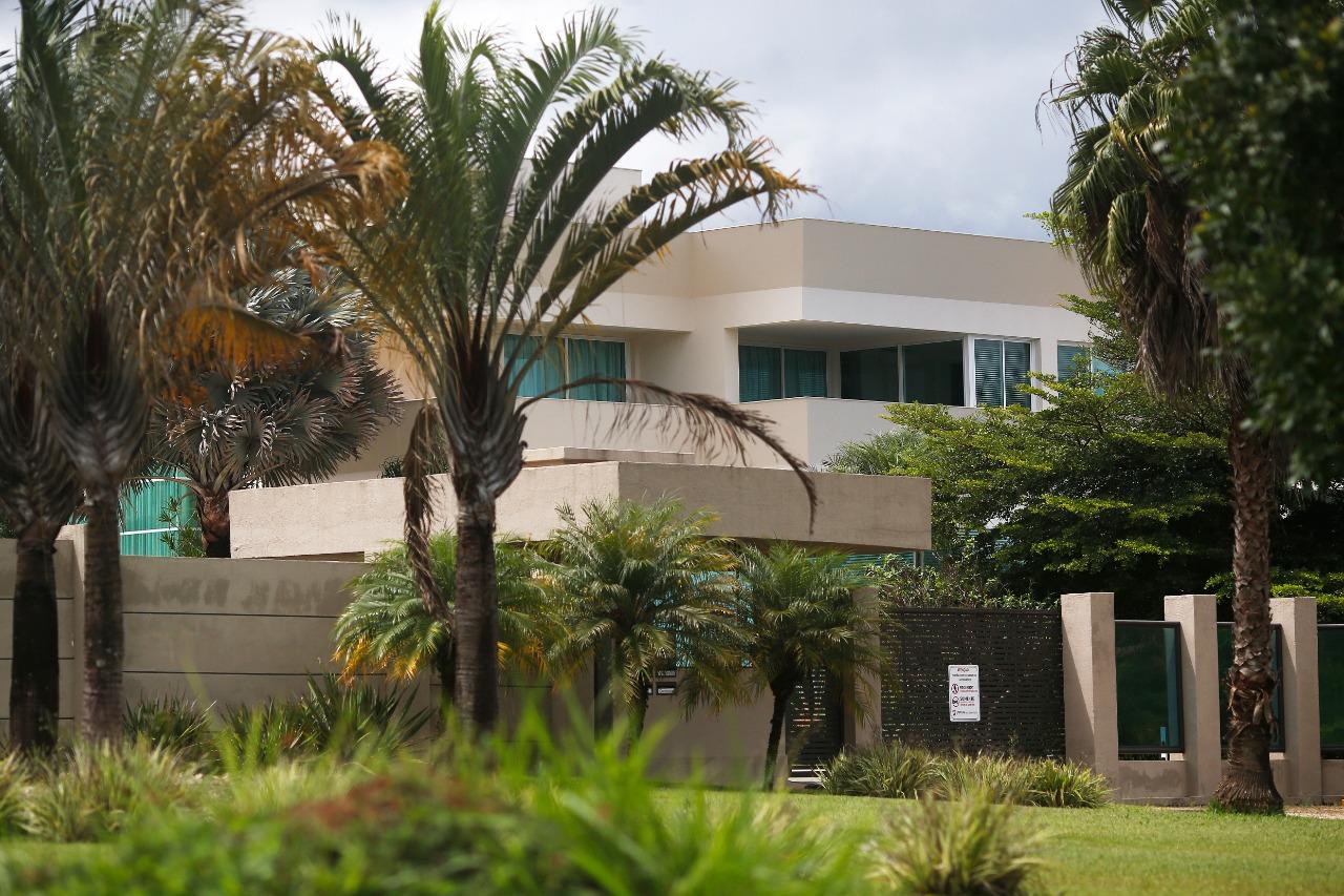 IMAGEM: A reunião da cloroquina na mansão de Flávio Bolsonaro