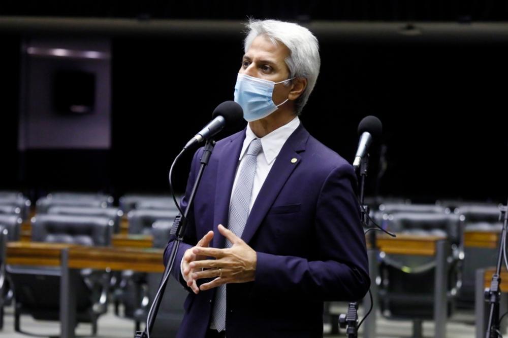 IMAGEM: Líder da oposição 'fará um teste' com Bolsonaro após Cúpula do Clima