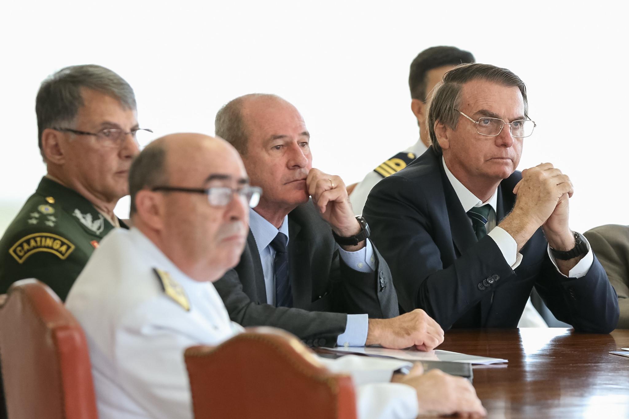 IMAGEM: Renúncia dos comandantes foi sinal também para os militares, diz professor