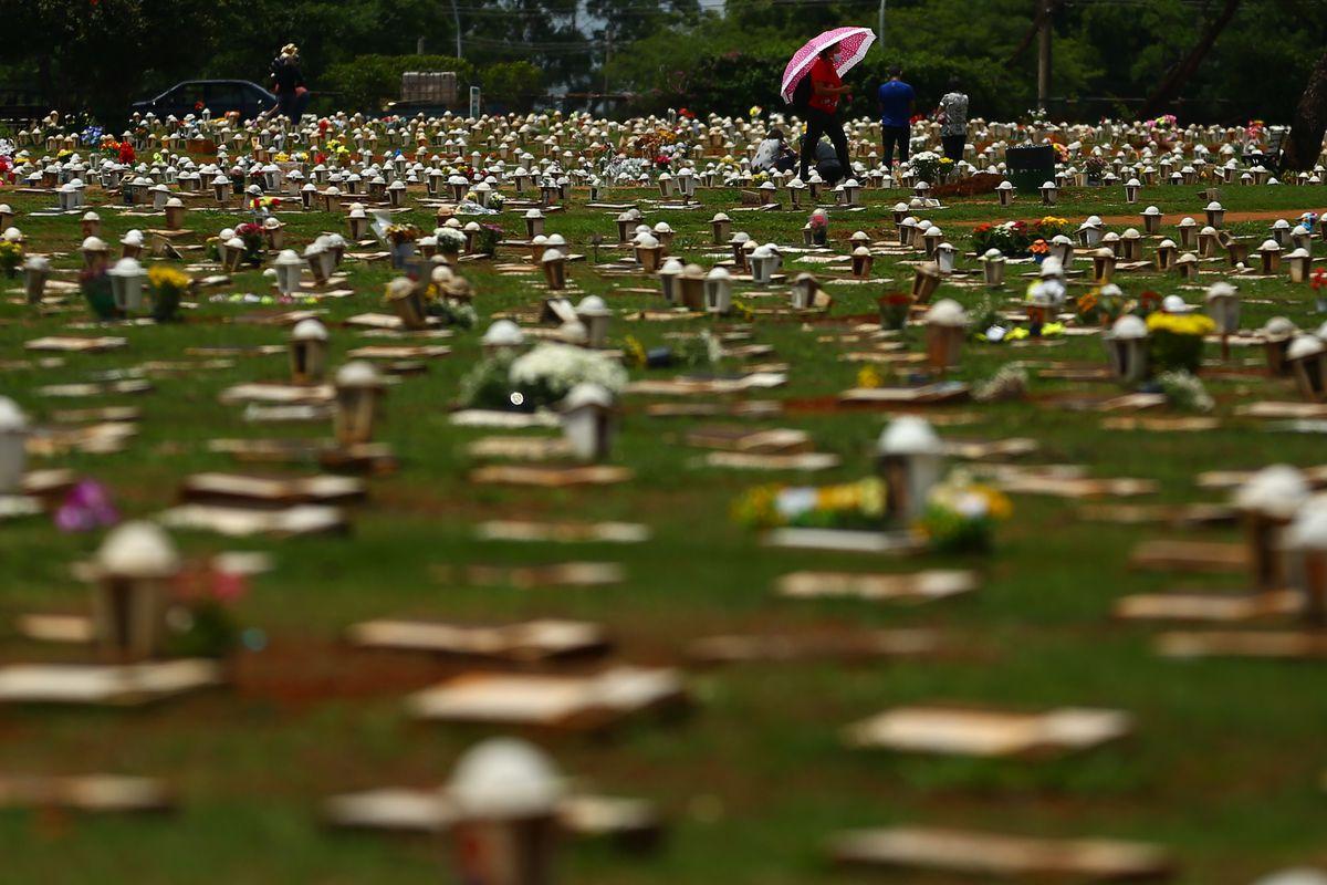 IMAGEM: Associação das Funerárias diz que Brasil já passou de 5 mil mortes por dia