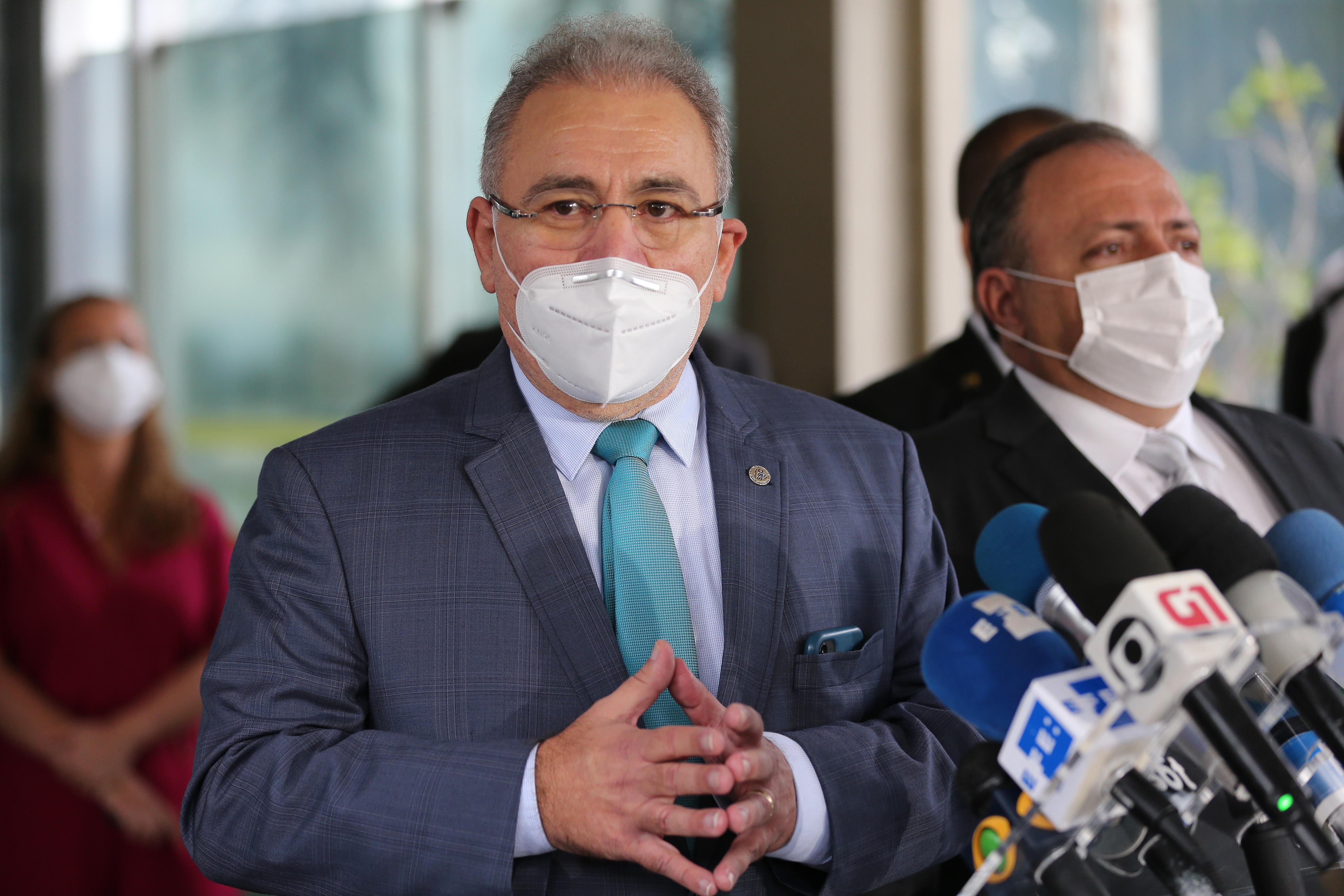 IMAGEM: Ministério da Saúde pode coordenar comitê sobre remédios do 'kit intubação'