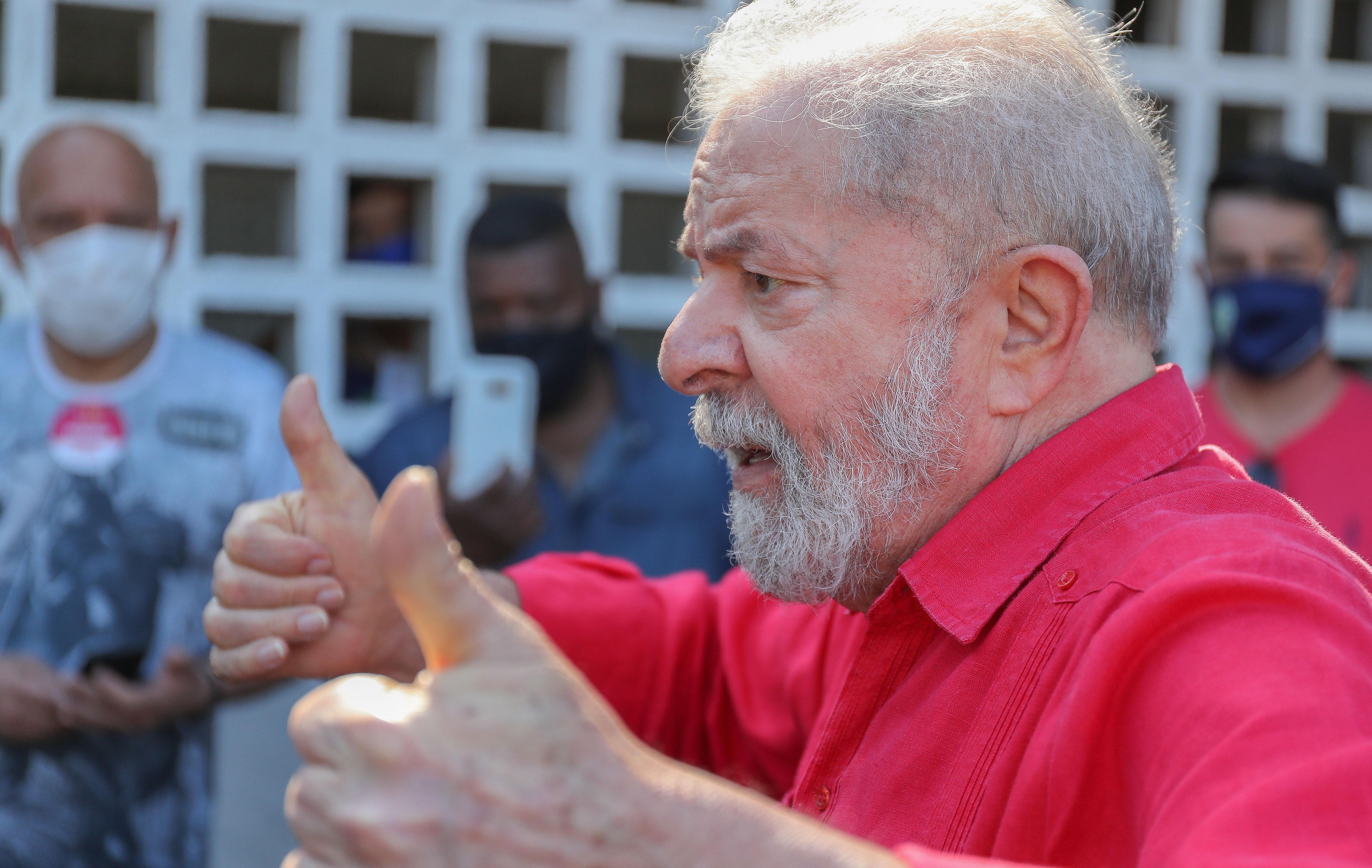 IMAGEM: Lula joga parado, enquanto a terceira via se desmancha