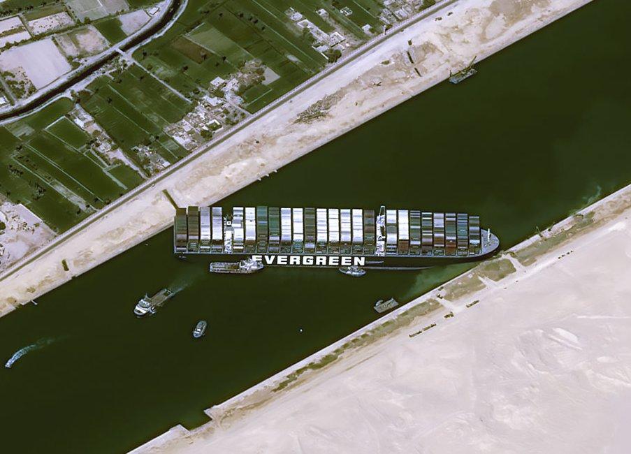 IMAGEM: Embaixada da Rússia em Londres cita navio encalhado em Suez para zombar dos britânicos