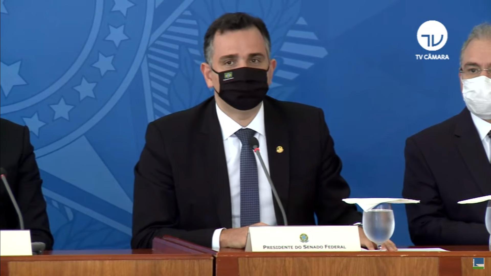 IMAGEM: Presidente do Senado defende maior controle sobre vacinação