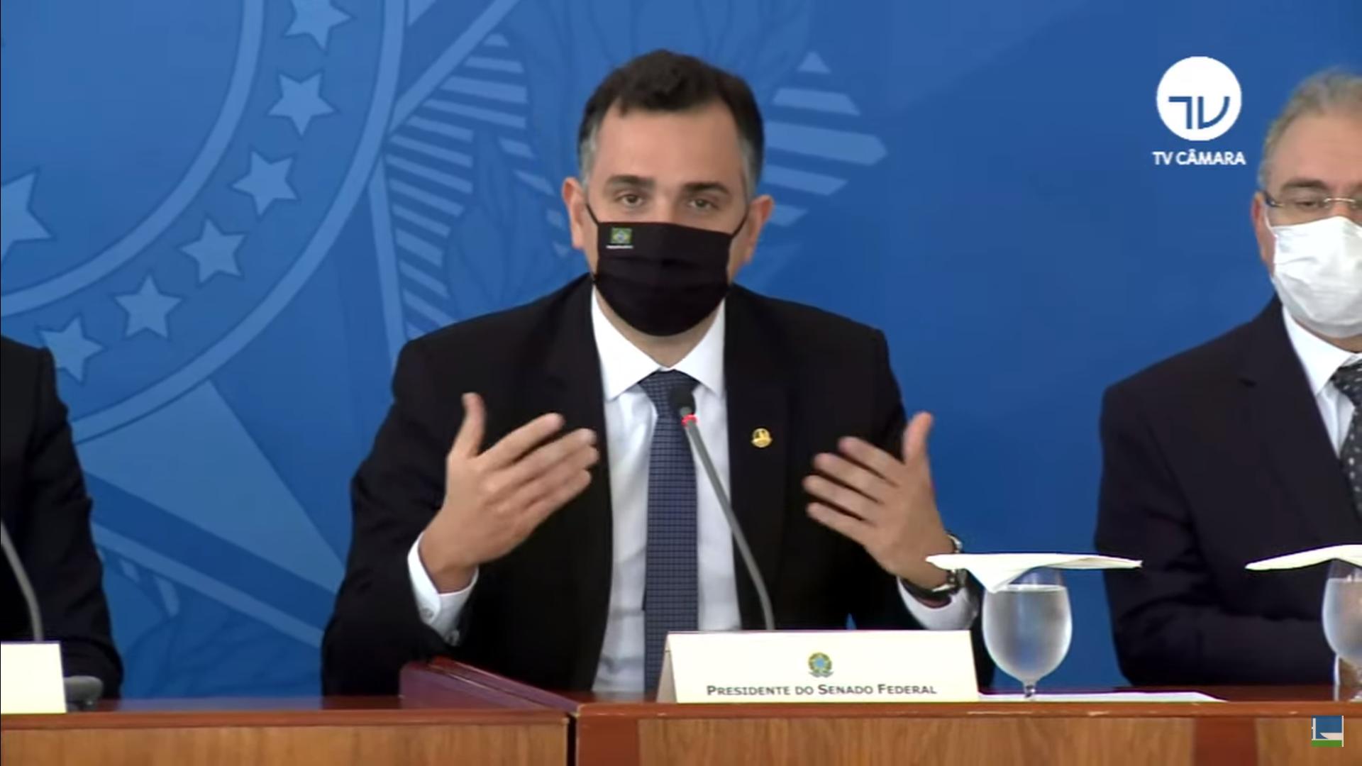"""IMAGEM: """"Temos dois caminhos: união ou caos"""", diz Rodrigo Pacheco após reunião do comitê de crise"""