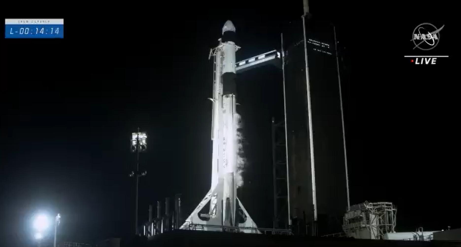 IMAGEM: Nasa e SpaceX lançam 4 astronautas rumo à estação espacial