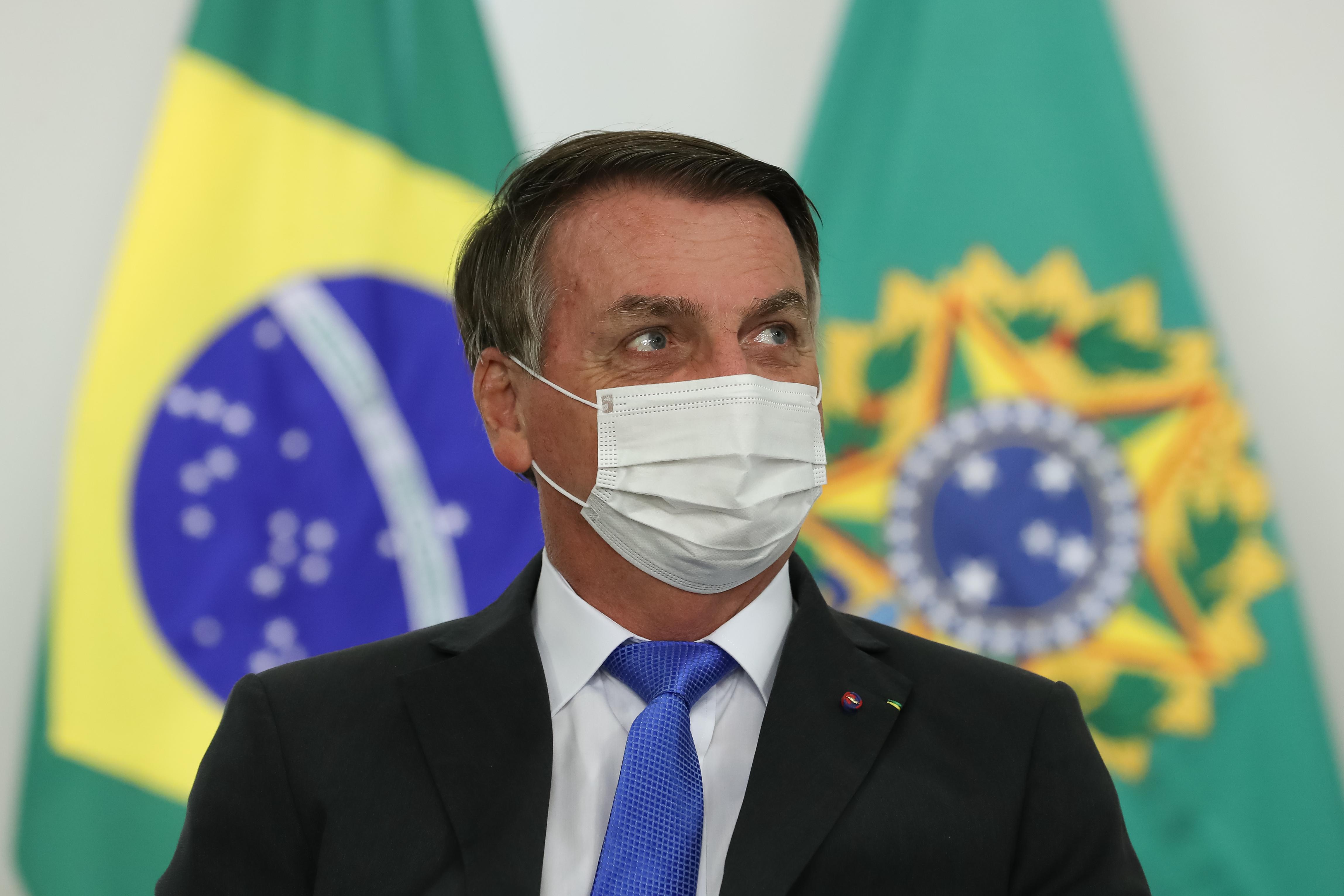 """IMAGEM: """"Brasil pode contar com seu Exército"""", diz Bolsonaro"""