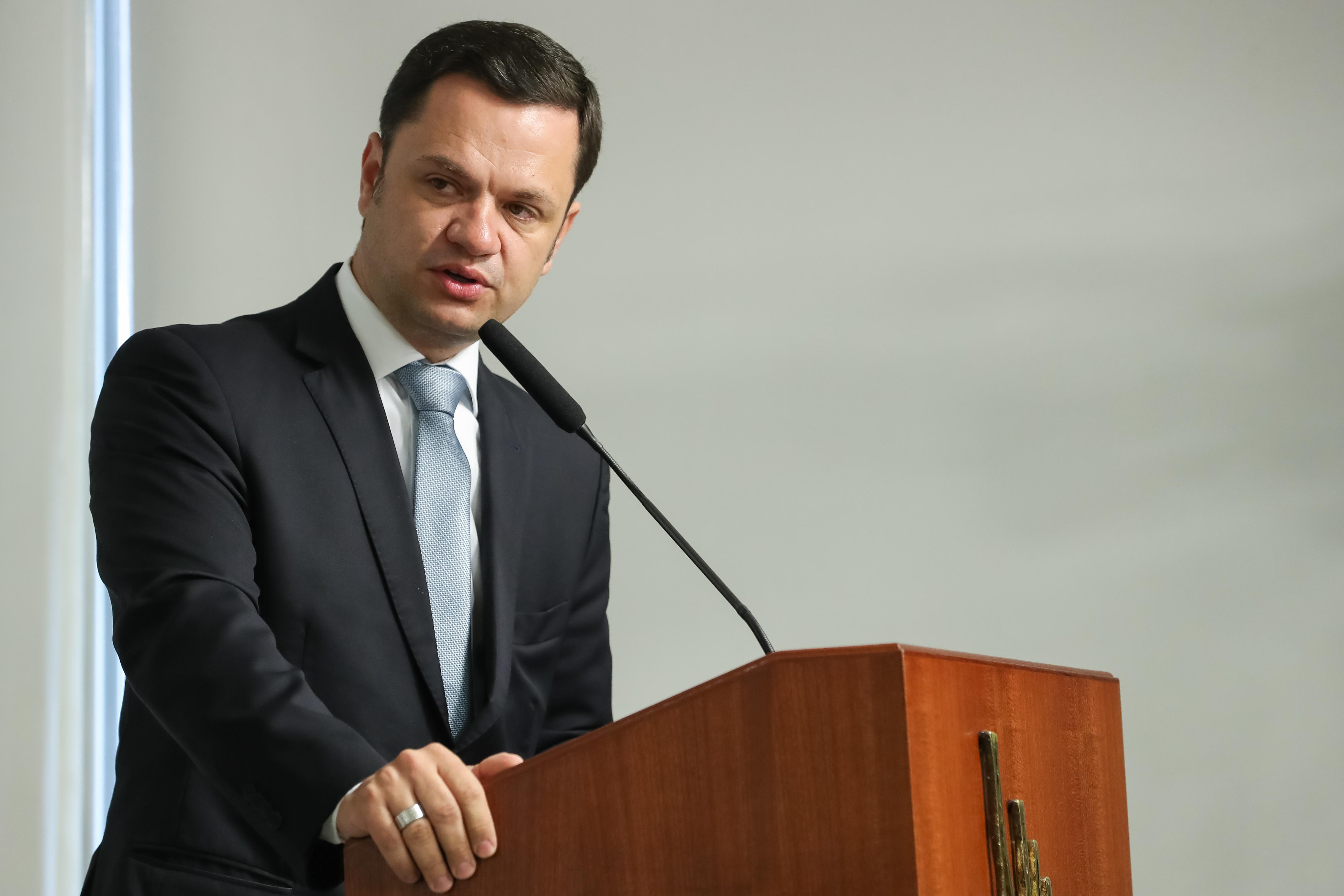 IMAGEM: Ministro da Justiça recebe o atual e o futuro diretor-geral da PF