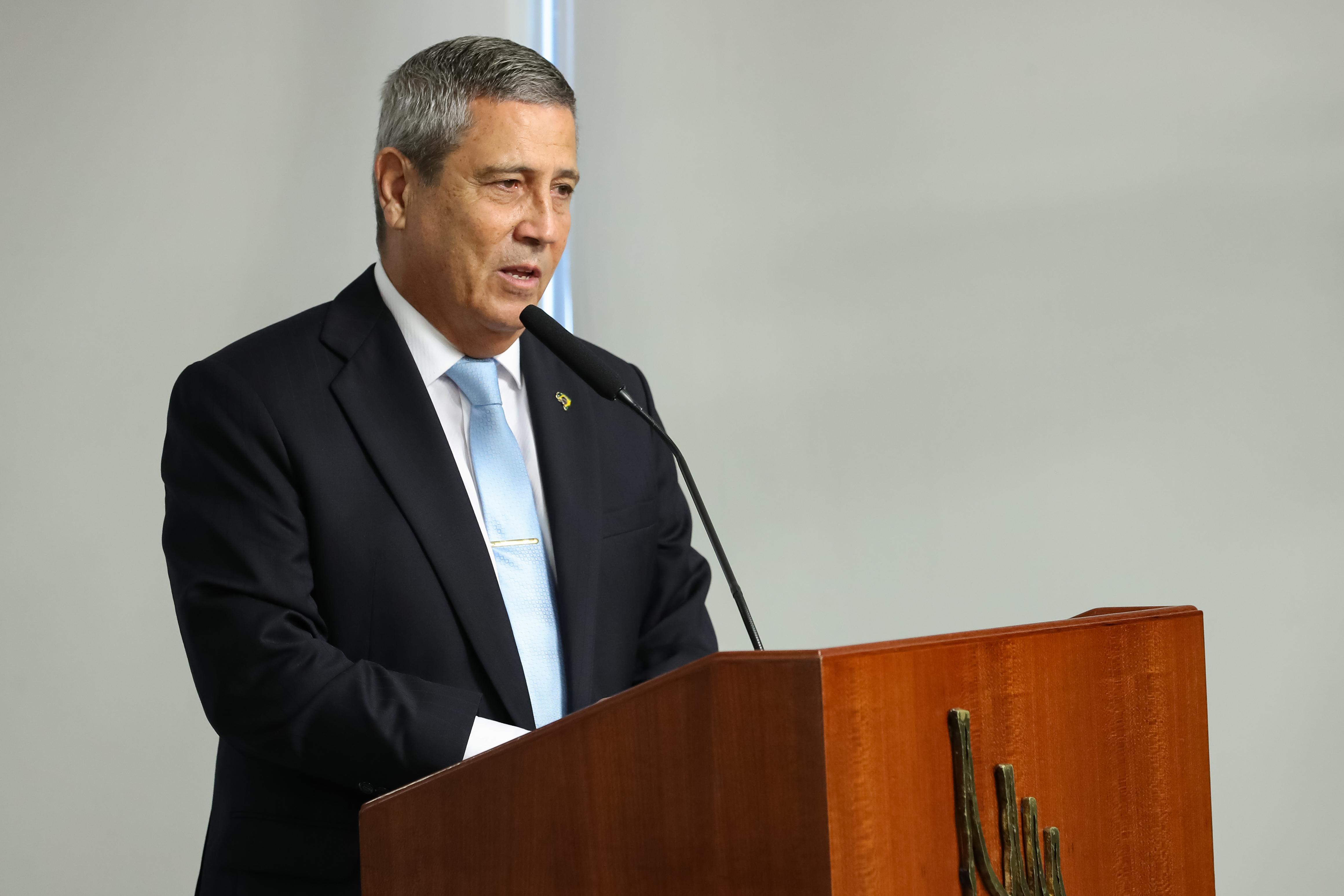 IMAGEM: Além de Ramos, dois ministros militares foram vacinados 'sem alarde'