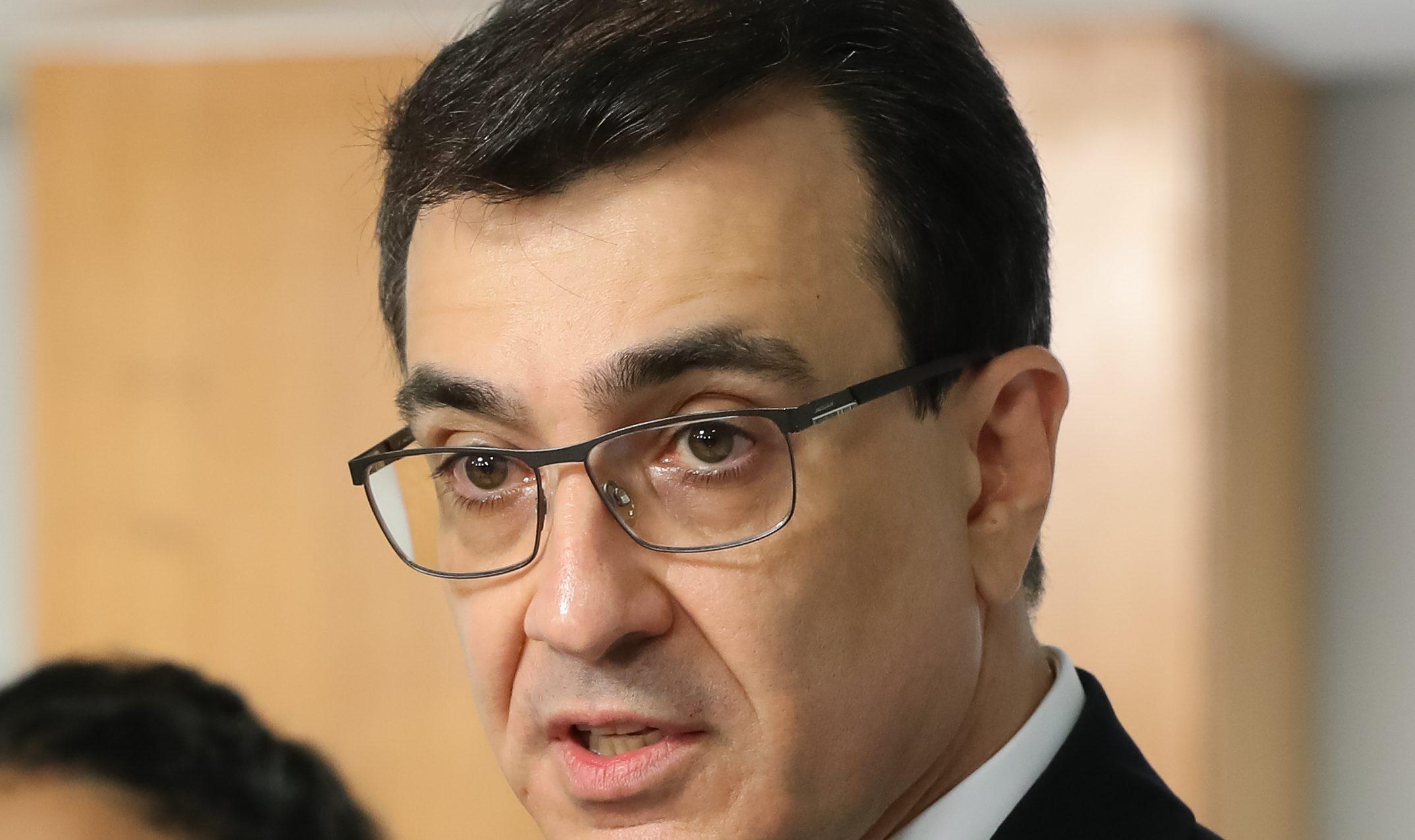 Novo chanceler tenta antecipar entrega de doses de vacinas em reunião com diretor-geral da OMS