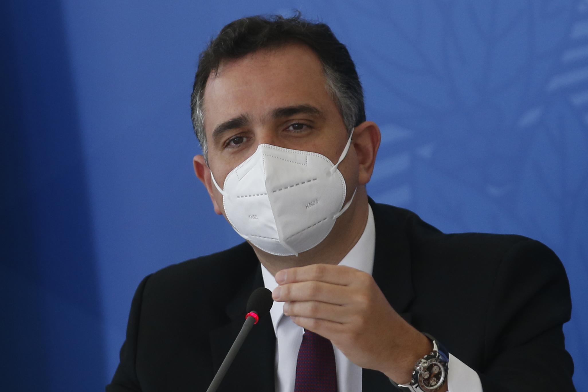 """IMAGEM: Após Bolsonaro falar em """"guerra química"""", Pacheco articula visita de embaixador da China ao Senado"""