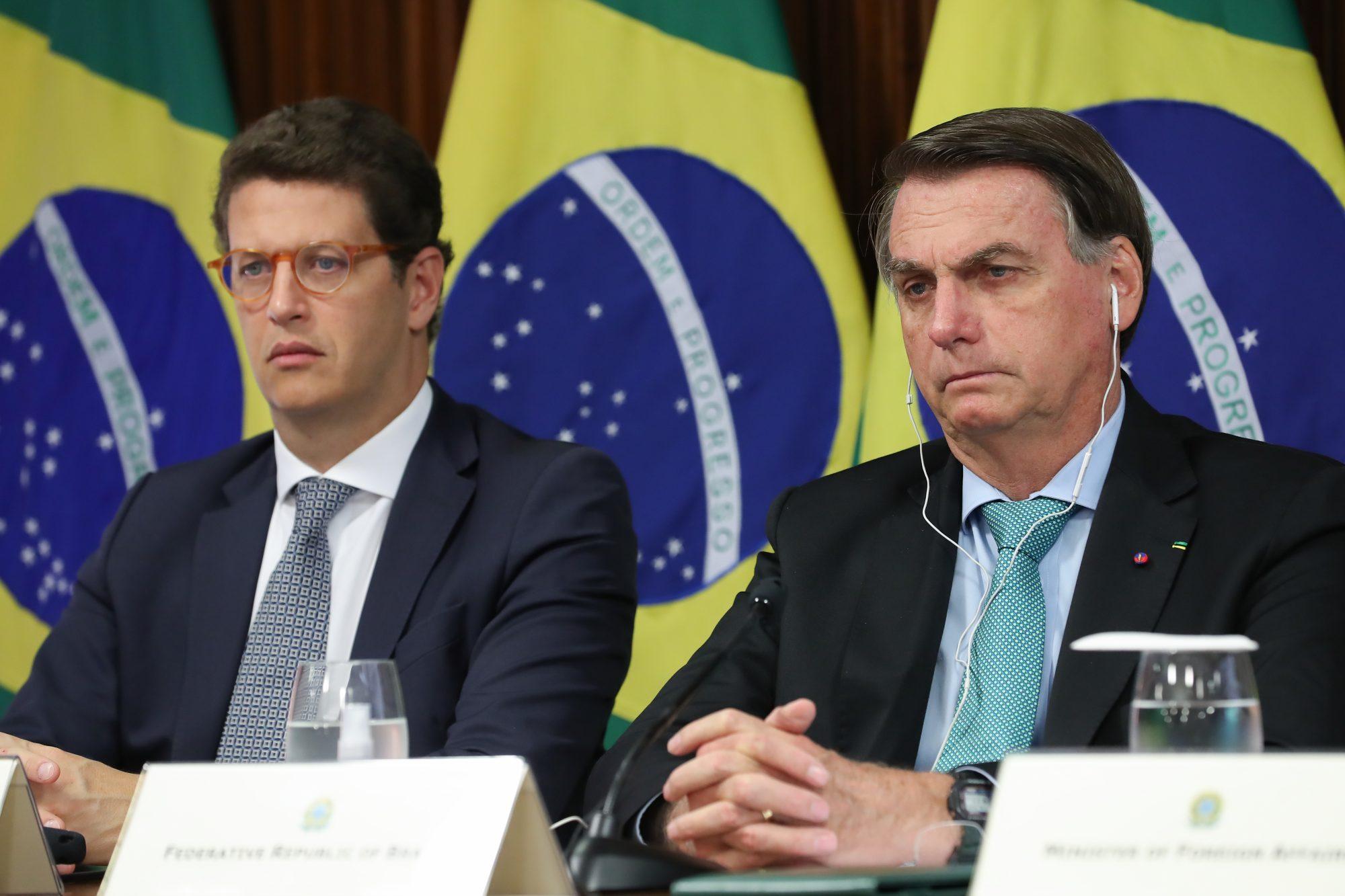 IMAGEM: Bolsonaro não vai demitir Salles agora