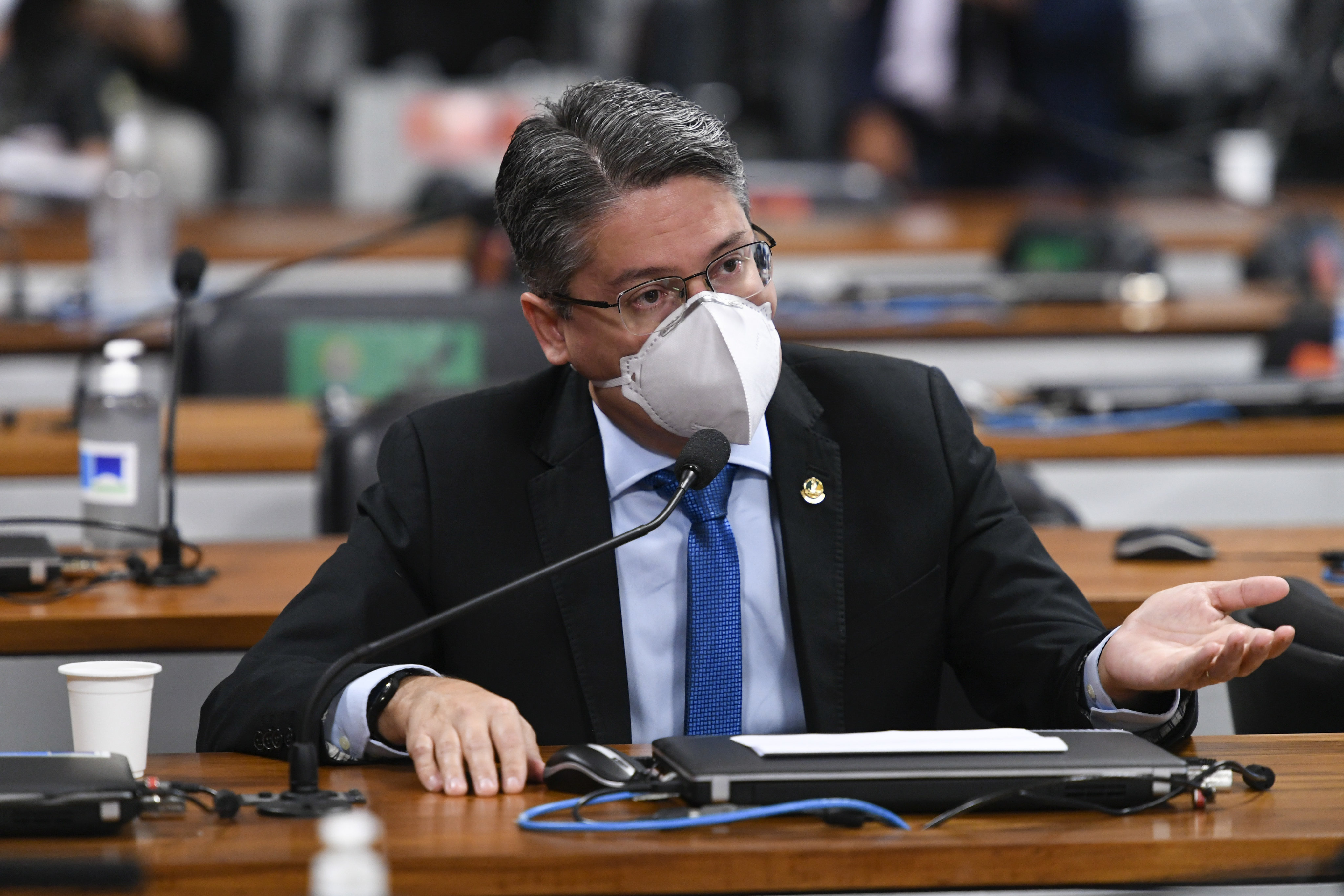 IMAGEM: Alessandro Vieira: Bolsonaro pode ter cometido crimes comum e de responsabilidade