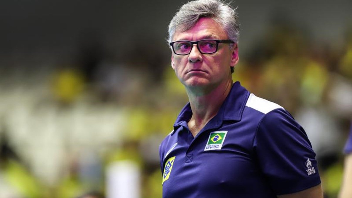 IMAGEM: Com Covid, técnico da seleção brasileira de vôlei deixa a UTI