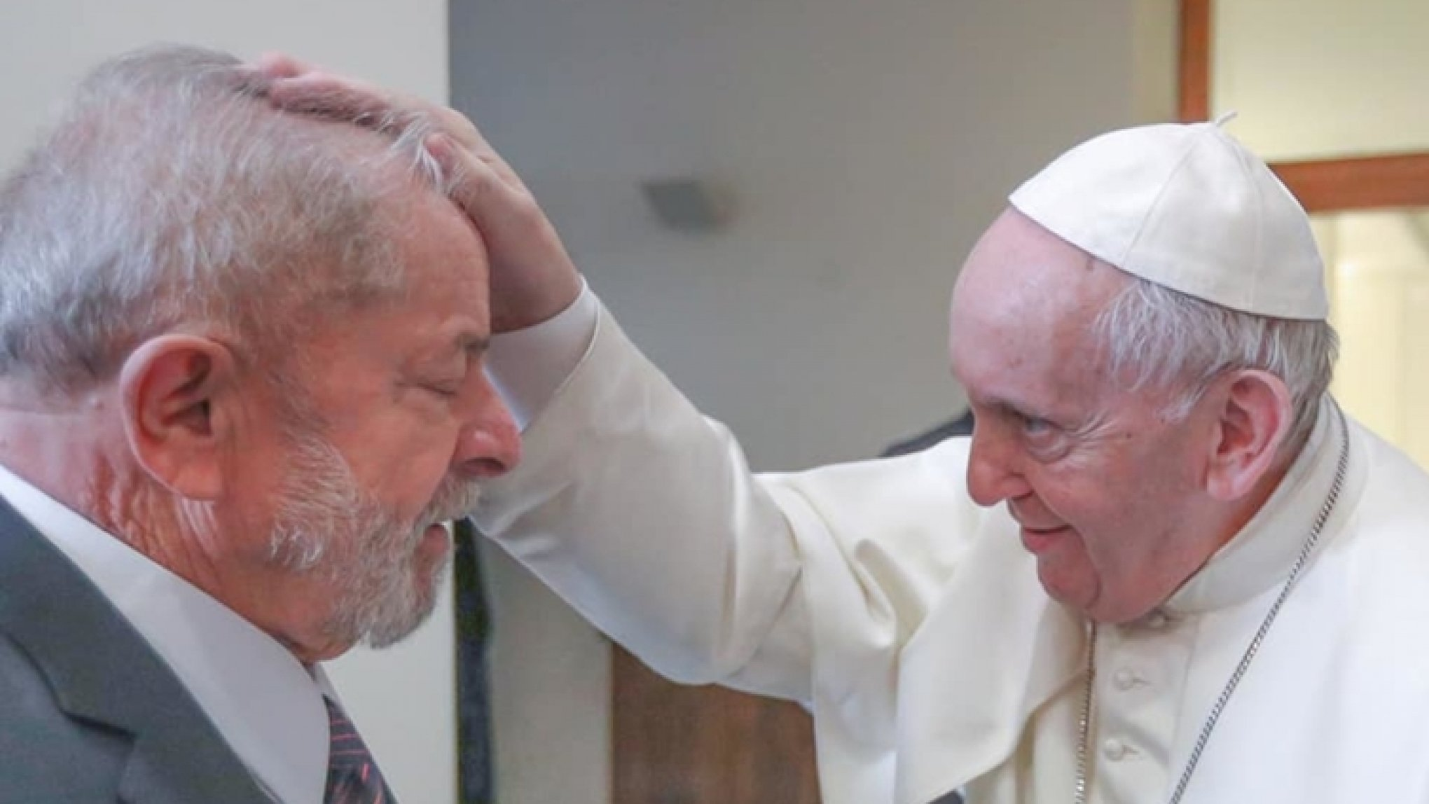 IMAGEM: Mais de um ano depois, a Igreja brasileira ainda se pergunta por que o papa recebeu Lula