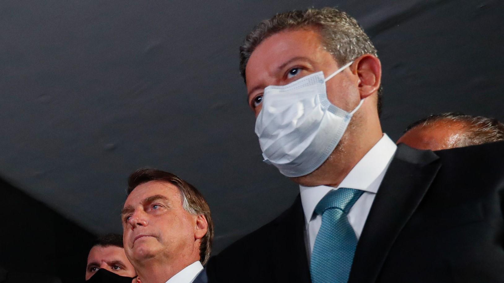 """IMAGEM: """"Foge do escopo da CPI"""", diz Lira, após Renan propor mudança em lei do impeachment"""