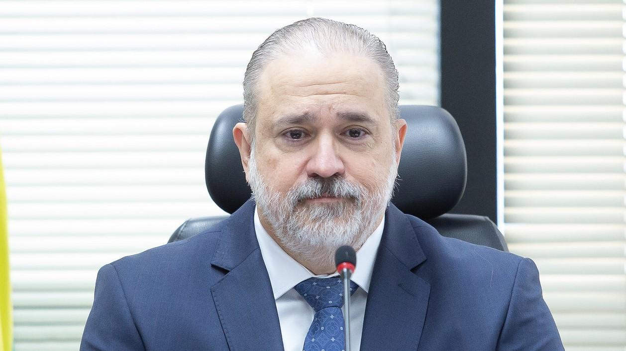 IMAGEM: Juiz intima vice-PGR a explicar despacho que barra investigação contra Aras