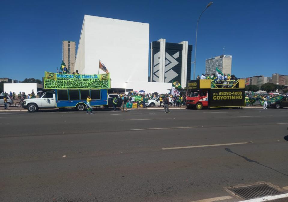 IMAGEM: Em Brasília, manifestantes protestam contra decisão do STF sobre cultos