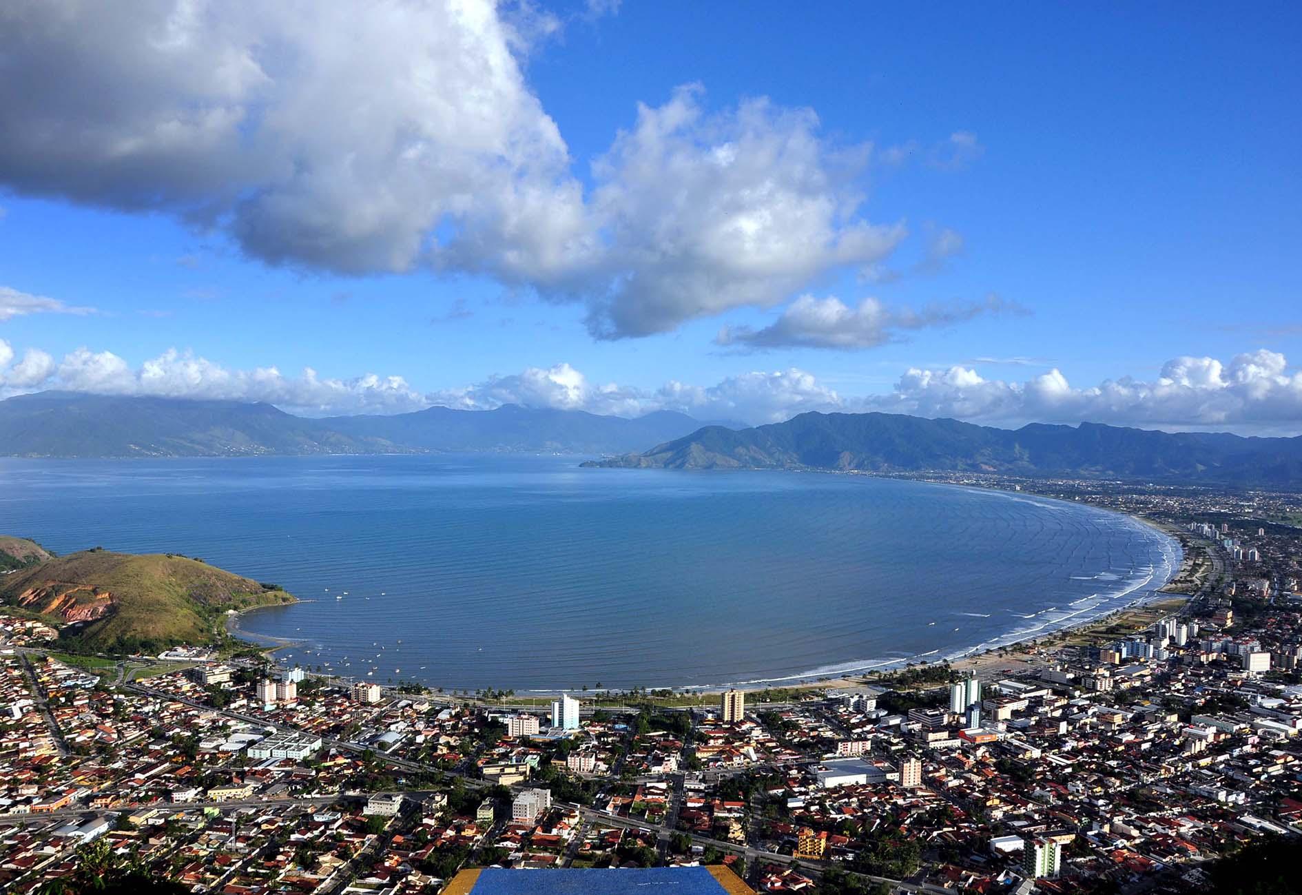 IMAGEM: Contra decreto estadual, litoral norte de SP libera bares e restaurantes
